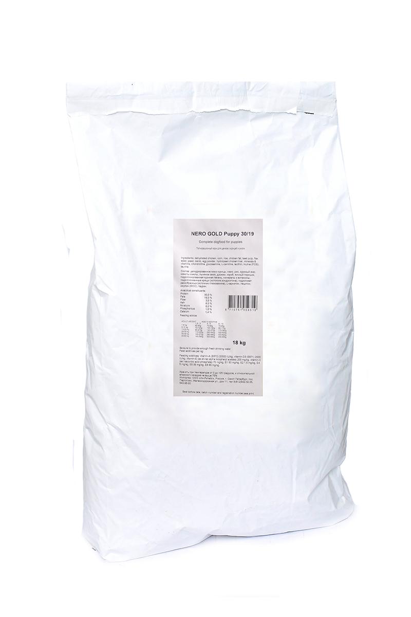 Корм сухой Nero Gold Puppy, для щенков, курица и рис, 18 кг0120710Корм сухой Nero Gold Puppy - полнорационный сбалансированный корм, разработанный специально для щенков на основе курицы.Изготовлен из куриного мяса которое легко усваивается организмом и содержит необходимое количество питательных веществ, витаминов, минералов и аминокислотдля здоровья вашего питомца. Сбалансированное содержание питательных компонентов и минеральных веществ для гармоничного роста.Источниками хондроитина и глюкозамина являются гидролизаты хряща и ракообразных, что способствует правильному развитию опорно - двигательного аппарата щенка. Льняное семя богато растительными жирами, особенно полиненасыщенными или не заменимыми жирными кислотами омега-3 и омега-6, которые благоприятно влияют практически на все процессы жизнедеятельности организма.Пивные дрожжи улучшают состояние шерсти придают ей блеск и шелковистость. Способствует правильному формированию костной и зубной системы. Содержит витамины и полезные вещества, обеспечивающие здоровый рост и развитие.Состав: дегидрированное мясо курицы, маис, рис, куриный жир, мякоть свеклы, льняное семя, дрожжи, кэроб, яичный порошок, гидролизированная куриная печень, минералы и витамины, гидролизованные хрящи (источник хондроитина), гидролизат ракообразных (источник глюкозамина), L-карнитин, лецитин, инулин (ФОС), таурин. Пищевая ценность: протеин 30%, жиры 19%, клетчатка 3%, зола 6%, влажность 8%, фосфор 1%, кальций 1,4%.Пищевые добавки (на 1 кг): витамин A (E672) 20 000 IU, витамин D3 (E671) 2 000 IU, витамин E (альфа токоферола ацетат) 200 мг, витамин C (фосфат аскорбиновой кислоты) 70 мг, сульфат железа 50 мг, иодат кальция 1,5 мг, сульфат меди 5 мг, сульфат марганца 35 мг, сульфат цинка 65 мг.Товар сертифицирован.