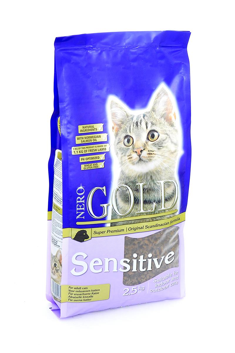 Корм сухой Nero Gold Sensitive, для кошек с чувствительных пищеварением, ягненок, 2,5 кг24181Сухой корм Nero Gold Sensitive подходит для кошек с чувствительным пищеварением.Не содержит пшеницу, сою, молочные ингредиенты, говядину, свинину, субпродукты и ГМО. Состав: дегидрированное мясо ягненка, кукурузный глютен, мука, рис, маис, куриный жир, гидролизованная куриная печень, дегидрированная рыба, клетчатка (мин. 5 %), мякоть свеклы, дрожжи, яичный порошок, минералы и витамины, гидролизованные хрящи (источник хондроитина), гидролизат ракообразных (источник глюкозамина), рыбий жир, инулин (мин. 0,5 % FOS), лецитин (мин. 0,5 %), холина хлорид, таурин. Пищевая ценность: протеин 32%, жиры 18%, клетчатка 4,5%, зола 6,5%, влажность 8%, фосфор 1%, кальций 1,4%, натрий 0,45%, магний 0,08%.Пищевые добавки (на 1 кг): витамин A (E672) 20 000 IU, витамин D3 (E671) 2 000 IU, витамин E (альфа токоферола ацетат) 400 мг, витамин C (фосфат аскорбиновой кислоты) 250 мг, таурин 1000 мг, сульфат железа 75 мг, иодат кальция 1,5 мг, сульфат меди 5 мг, сульфат марганца 30 мг, сульфат цинка 65 мг. Товар сертифицирован.