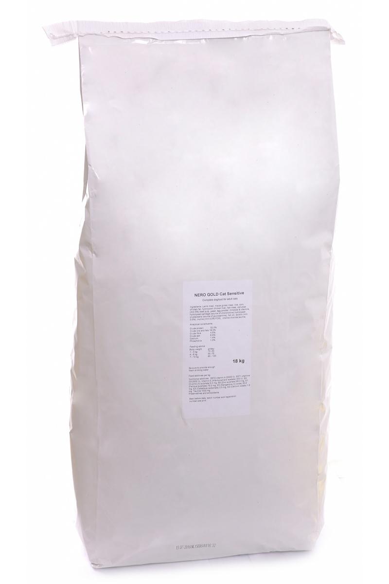 NERO GOLD super premium Для Кошек с чувствительным пищеварением: Ягненок (Cat Adult Sensitive), 18 кг.0120710Состав: дегидрированное мясо ягненка, кукурузный глютен, мука, рис, маис, куриный жир, гидролизованная куриная печень, дегидрированная рыба, клетчатка (мин. 5 %), мякоть свеклы, дрожжи, яичный порошок, минералы и витамины, гидролизованные хрящи (источник хондроитина), гидролизат ракообразных (источник глюкозамина), рыбий жир, инулин (мин. 0,5 % FOS), лецитин (мин. 0,5 %), холина хлорид, таурин. Условия хранения: в прохладномтемном месте.