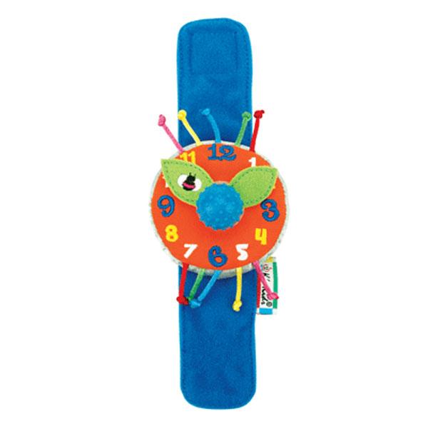 """Мягкие детские часики """"Мои первые часы"""" привлекут внимание ребенка и станут его любимой игрушкой. Часики выполнены из мягкого текстильного материала разных цветов с вышитыми цифрами. Стрелки часов выполнены в форме лепестков и закреплены при помощи забавного пластикового шарика с маленькими пупырышками. При повороте шарика стрелки двигаются, и раздается негромкий треск. На руке малыша часы закрепляются при помощи липучки. Такие часики помогут малышу развить тактильное, звуковое и цветовое восприятия, познакомят его с цифрами и принципом работы часов."""
