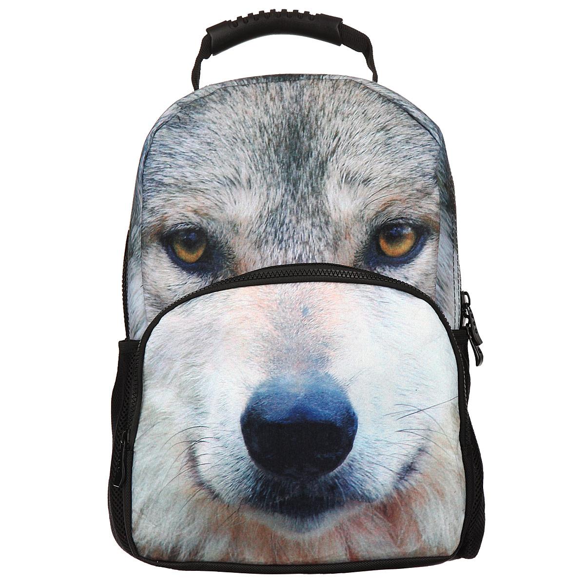 Рюкзак школьный Trend Line Wolf, цвет: черный. NR_00046730396Стильный школьный рюкзак Trend Line выполнен из полиэстера, дополнен вставкой из флиса, которая оформлена художественной печатью с изображением Wolf.Рюкзак имеет одно основное отделение, закрывающееся на застежку-молнию. Снаружи, на лицевой стороне, рюкзака размещен накладной карман на молнии, внутри которого предусмотрен еще один накладной карман на липучке. С двух сторон изделия расположены два накладных сетчатых кармашка. В верхней части изделия предусмотрена эргономичная ручка для переноски, а также предусмотрены регулируемые лямки.Такой рюкзак станет незаменимым спутником вашего ребенка в походах за знаниями.