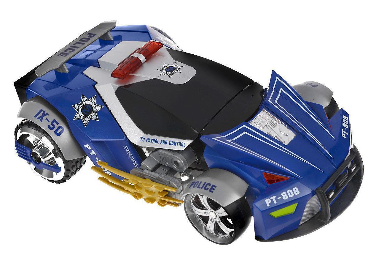 """Радиоуправляемая модель Maisto """"Трансформирующаяся машина Police РТ-808"""" непременно понравится любому мальчику. Машина выполнена из безопасного пластика. С помощью пульта управления ее можно трансформировать в робота и обратно, причем как в движении, так и в стационарном положении. Робот имеет возможность стрельбы специальными стрелами на присосках. Модель автомобиля может развивать скорость до 10 км/ч. Зарядка аккумулятора осуществляется от пульта управления. В комплект входит машина, пульт управления, 8 ракет и инструкция по эксплуатации на русском языке. Порадуйте своего ребенка таким замечательным подарком!"""