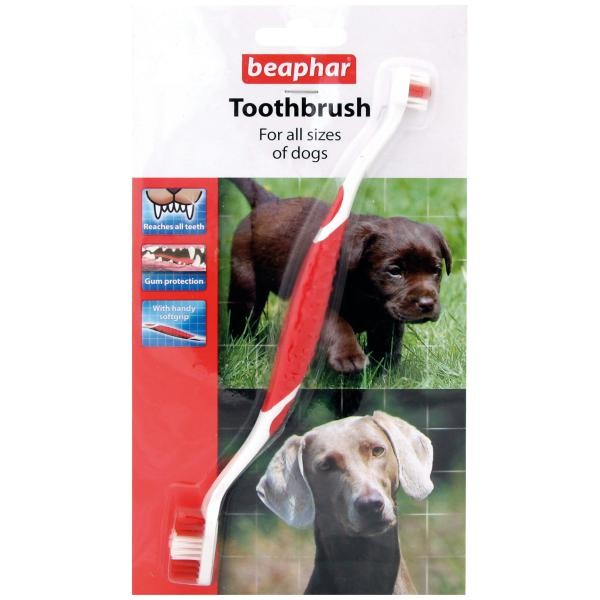BeapharToothbrush зубная щетка двойная для собак всех размеров0120710Двойная зубная щетка Toothbrush подходит для собак всех размерови пород. Благодаря специальной ручке, щетку удобно держать и она несоскальзывает во время использования. Форма щетинок специально раз-работана по форме зубов собаки, а щетинки разной длины помогают очи-стить все зубы, даже в самых труднодоступных местах. Мягкие и гибкиещетинки не травмируют десны.Зубная щетка Toothbrush – для всех пород собак и кошек.Почему необходимо чистить зубы? Регулярный уход за зубами питом-ца помогает избежать дорогостоящего лечения зубов и десен в будущеми многих проблем со здоровьем животных. Основная причина проблем– это остатки пищи в зубах и сахар, который в ней содержится. Особенночистка необходима, если вы кормите свою собаку консервами, которыене содержат твердых частиц, как сухой корм. Налет на зубах должен бытьсвоевременно удален, чтобы избежать неприятного запаха, порчи зубови дальнейшего образования зубного камня. Гигиена полости пасти – этоежедневная процедура, которая приносит максимальную пользу.2-сторонняя зубная щетка Beaphar создана с учетом формы зубов ваше-го питомца и подходит для животного любого размера и породы.Щетина разной длины способствует деликатной и тщательной чисткезубов и десен. Мягкая накладка на ручке щетки – не позволит скользитьвашей руке, что сделает процедуру простой и удобной.