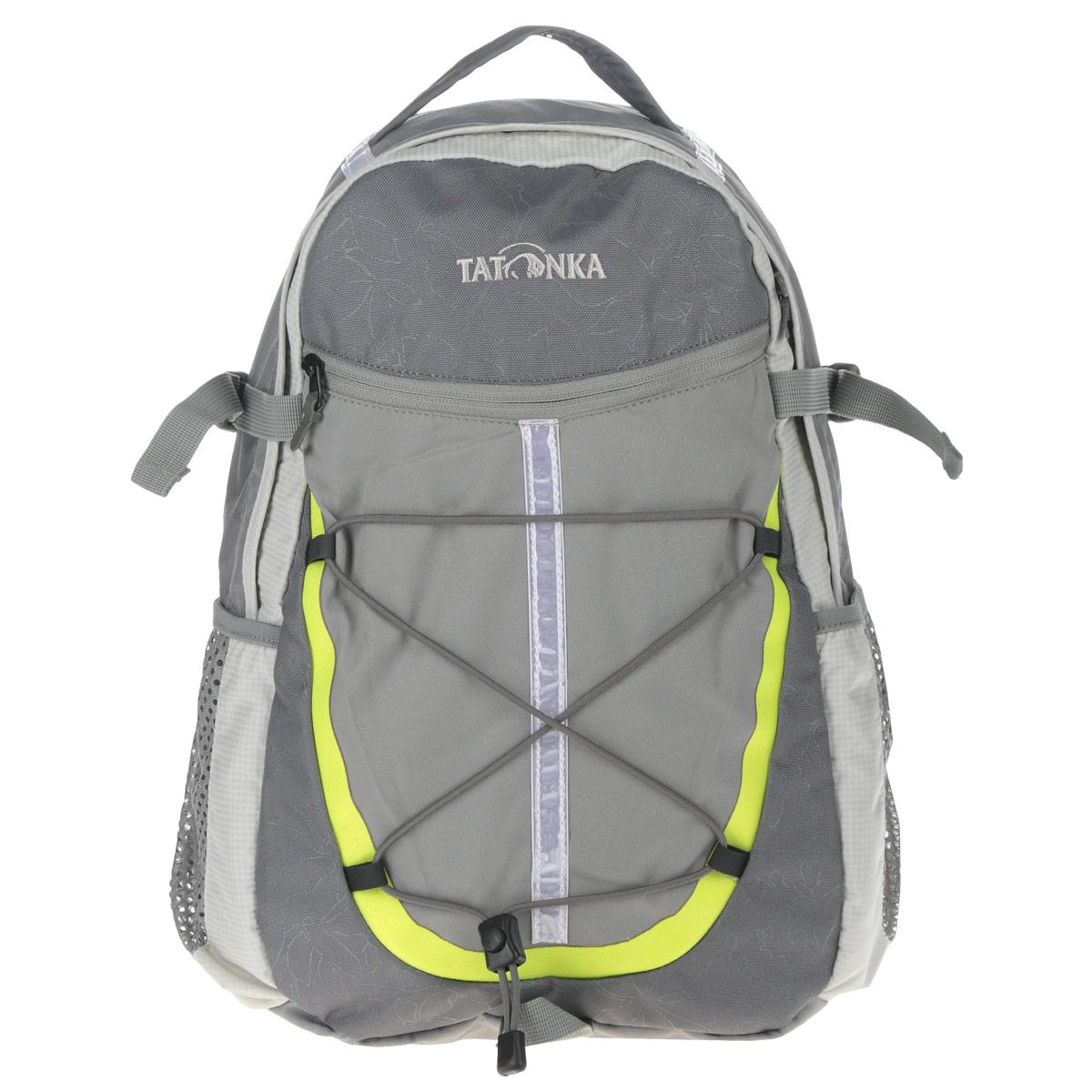 """Спортивный практичный рюкзак Tatonka """"Alpine Teen"""" обязательно пригодится вашему ребенку для похода. Выполнен из прочного и высококачественного материала. Содержит одно вместительное отделение, закрывающееся на застежку-молнию. Внутри отделения находится открытый кармана, на котором имеется именная бирка. По бокам изделия расположены два открытых кармана-сетка. На лицевой стороне имеется прорезной карман на застежке-молнии. Также у рюкзака предусмотрены держатели для походных палок. Эластичный корд на переднем кармане, предусмотренный для крепления различных мелочей. Параметры системы подвески с мягкой спинкой и мягкими плечевыми ремнями S-образной формы разработаны с учетом анатомических особенностей ребенка и, тем самым, идеально подходит для юных туристов. У рюкзака имеется текстильная ручка для удобной переноски в руке. Яркий дизайн и функциональность делают данный рюкзак универсальным для отдыха на природе, рюкзак также может использоваться, как школьный..."""