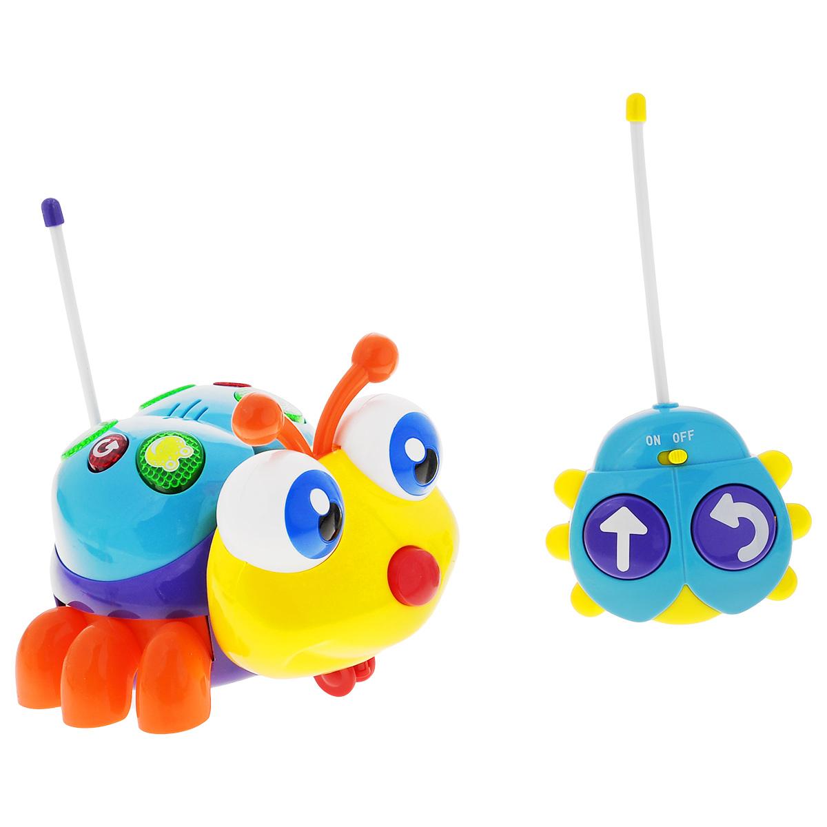 """Развивающая игрушка Малышарики """"Солнечный жучок"""" выполнена в ярком дизайне из высококачественных и безопасных для детской игры материалов. Яркий и красочный жучок на радио-управлении непременно порадует малыша и станет ему добрым другом. Игрушка движется вперед и вращается по кругу со звуковыми и световыми эффектами. Спинка жучка снабжена кнопками, которые издают звуки животных. Игрушка """"Солнечный жучок"""" развивает мелкую моторику и слуховое восприятие малыша, а также его логическое мышление. Играя с радио-управляемым жучком, ребенок учится концентрировать внимание. Рекомендуемый возраст: 1-3 года. Для работы игрушки необходимы 4 батарейки напряжением 1,5V типа АА, для работы пульта управления - 2 батарейки напряжением 1,5V типа АА (не входят в комплект)."""