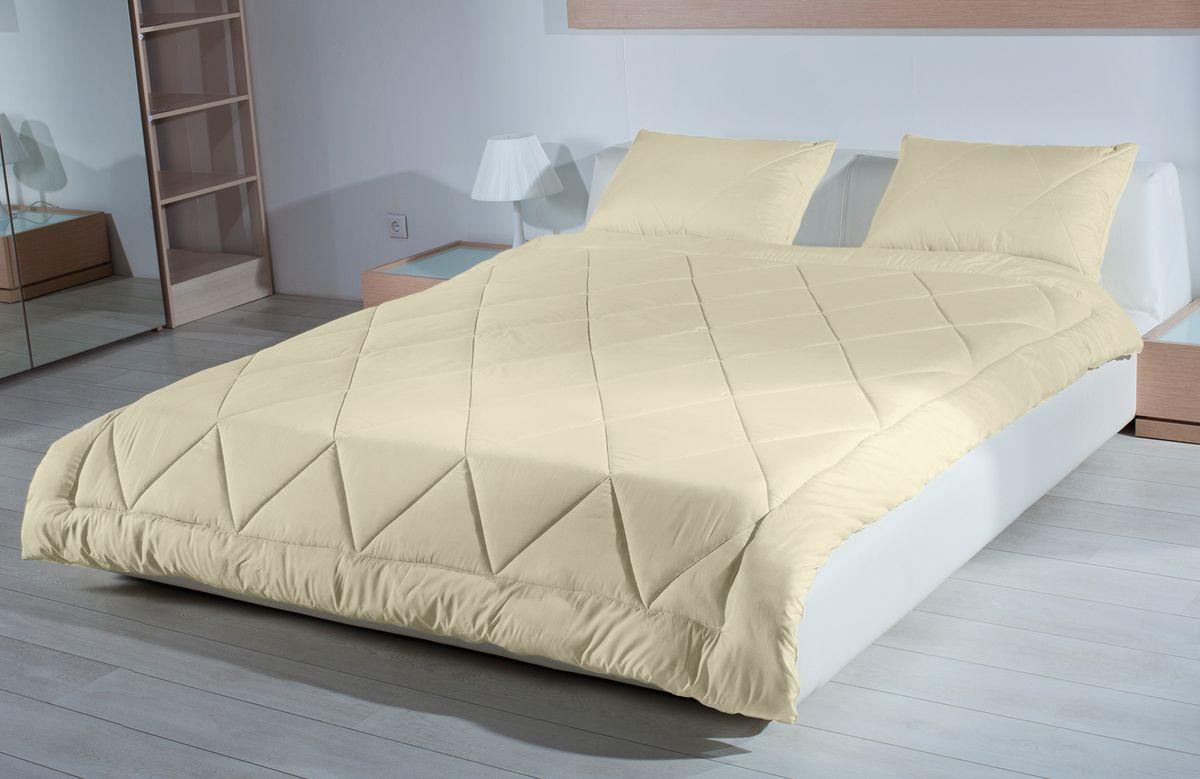 Одеяло Primavelle Camel, наполнитель: верблюжья шерсть, цвет: бежевый, 200 х 220 см531-103Одеяло Primavelle Camel - стильная и комфортная постельная принадлежность, которая подарит уют и позволит окунуться в здоровый и спокойный сон. Чехол одеяла выполнен из 100% хлопка. Наполнитель одеяла состоит из 70 % шерсти верблюда и 30% полиэфира. Стежка надежноудерживает наполнитель внутри и не позволяет ему скатываться.Верблюжья шерсть обладает уникальными, присущими только ей свойствами.Она прочнее и легче других видов шерсти, имеет полую структуру, благодаря которой лучше сохраняет тепло. В отличие от других видов, верблюжья шерсть не аллергична и не электролизуется. Входящий в её состав ланолин проникает в кожу, оказывая большое оздоровительное действие.Шерсть всегда была царицей тканей. Это объясняется тем, что она не только защищает от холода и излишнего тепла, отталкивает воду, поглощает влагу, но и удерживает воздух, устойчива к загрязнению, очень эластична и практична в использование.Одеяло упаковано в тканевый чехол на змейке с ручкой, что являетсячрезвычайно удобным при переноске.