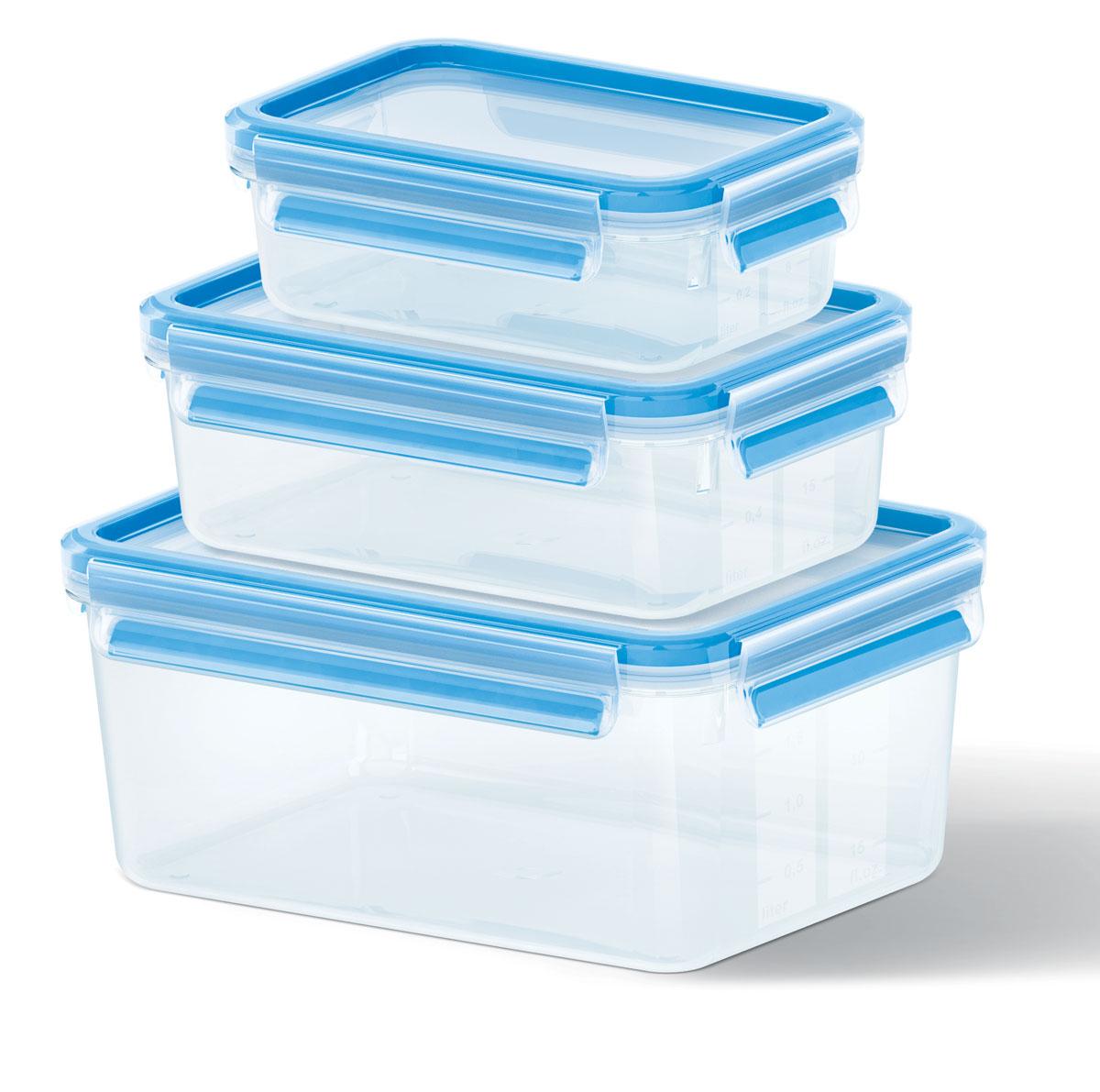 Набор контейнеров Emsa Clip&Close, 3 шт21395599Набор Emsa Clip&Close состоит из трех контейнеров разного объема, изготовленных из высококачественного пищевого пластика, который выдерживает температуру от -40°С до +110°С, не впитывает запахи и не изменяет цвет. Это абсолютно гигиеничный продукт, который подходит для хранения даже детского питания. Изделия снабжены крышками, плотно закрывающимися на 4 защелки. Герметичность достигается за счет специальных силиконовых прослоек, которые позволяют использовать контейнер для хранения не только пищи, но и жидкости. В таком контейнере продукты долгое время сохраняют свою свежесть. Прозрачные стенки позволяют просматривать содержимое. Сбоку имеются отметки литража. Изделия подходят для домашнего использования, для пикников, поездок, такие контейнеры удобно брать с собой на работу или учебу. Можно использовать в СВЧ-печах, холодильниках, посудомоечных машинах, морозильных камерах. Объем контейнеров: 0,55 л, 1 л, 2,3 л. Размер контейнеров: 16 см х 11 см х 6 см; 19 см х 13 см х 7 см; 22 см х 16 см х 10 см.