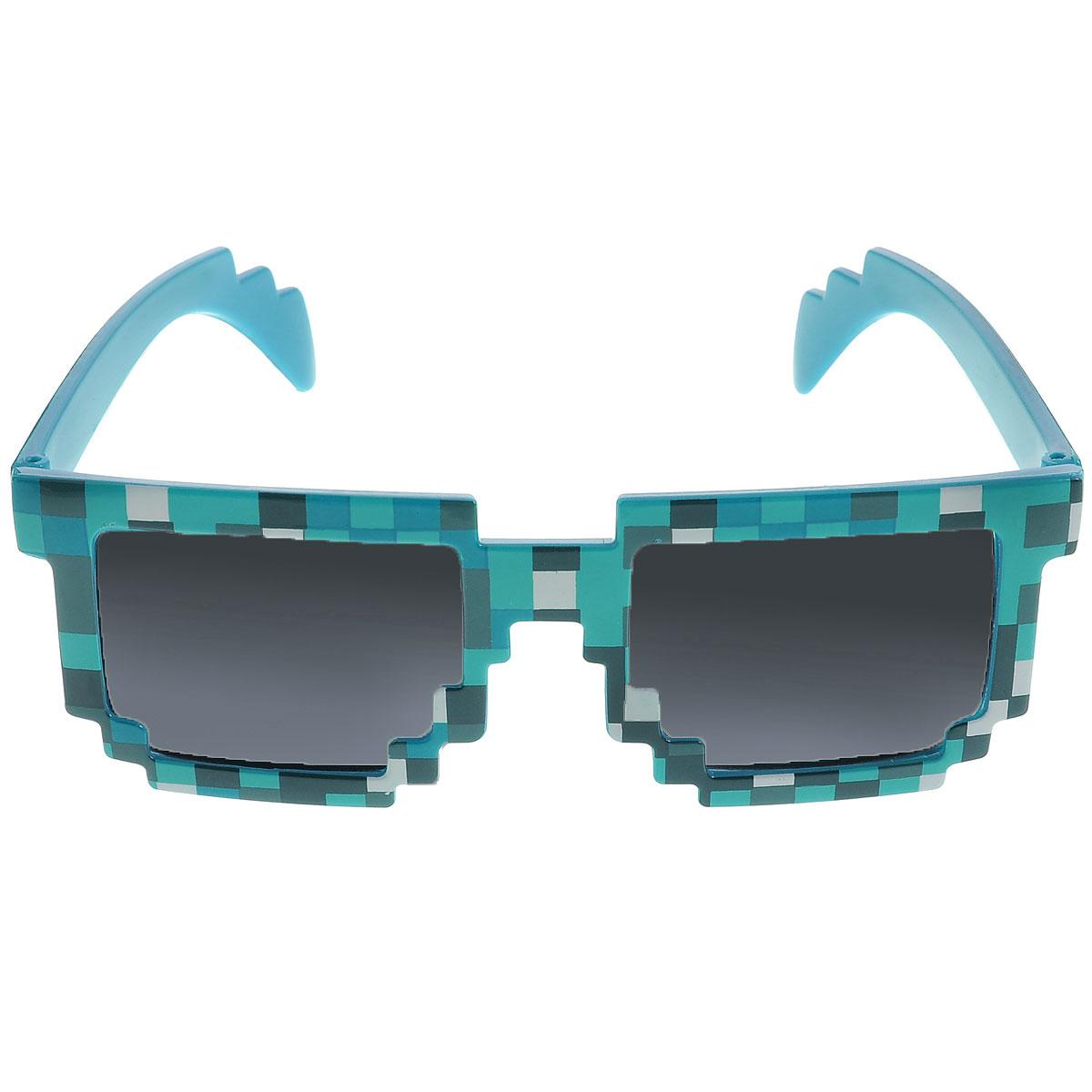 Очки солнечные Minecraft Пиксельные, цвет: синий, черныйINT-06501Наикрутейшие солнечные пиксельные очки в синей оправе! Очки пиксельные Minecraft (Майнкрафт) - это стильный и качественно выполненный аксессуар из игры Minecraft. Если ваш ребенок увлекается игрой Майнкрафт, такой подарок ему очень понравится!Яркий, эффектный дизайн очков Майнкрафт привлекает внимание с первого взгляда.