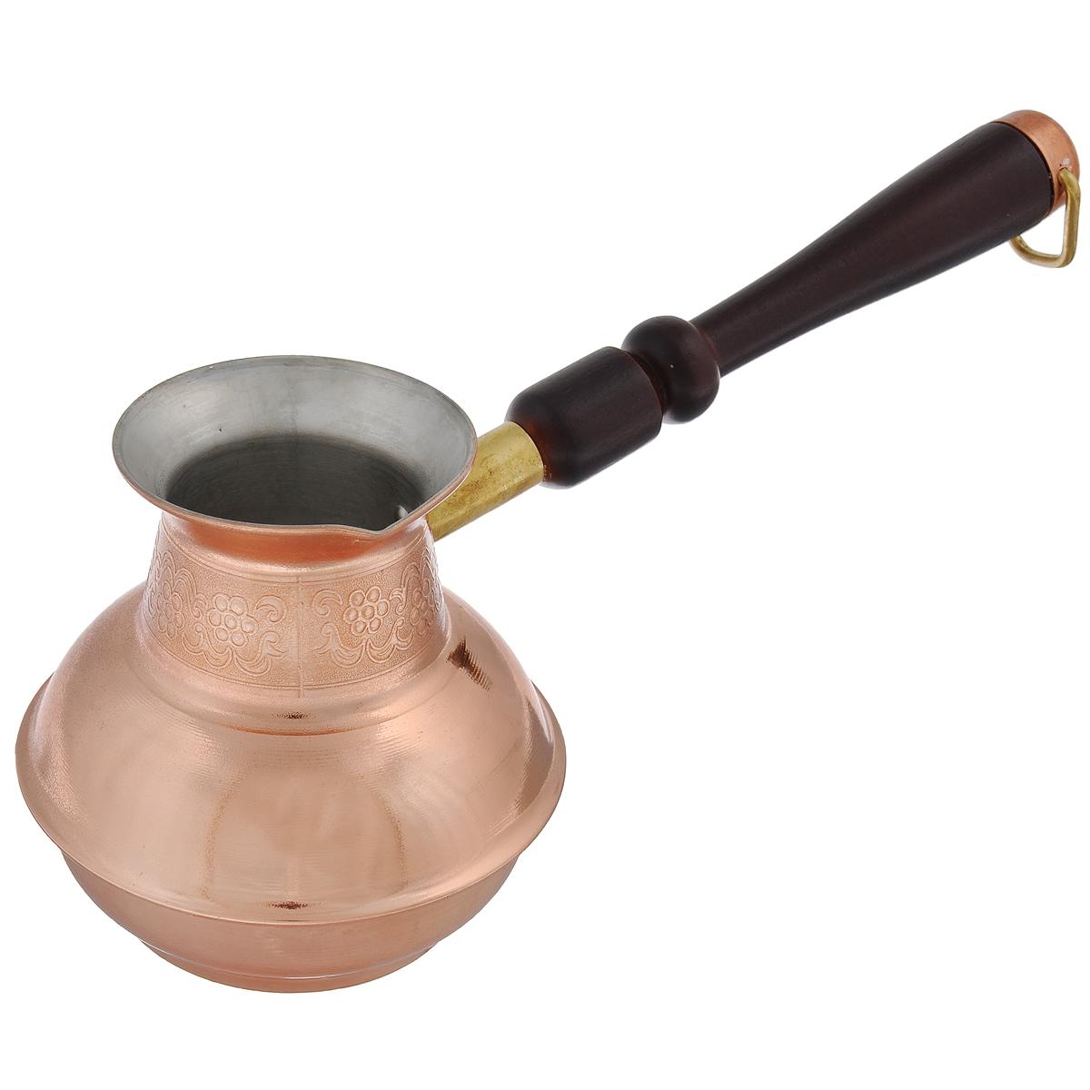 Кофеварка TimA Славяночка, со съемной ручкой, 500 мл391602Кофеварка TimA Славяночка прекрасно подходит для приготовления настоящего кофе на плите. Изготовлена из экологически чистой и высококачественной меди марки М1М. Внутренняя поверхность кофеварки покрыта двойным слоем пищевого олова, а внешняя - жаростойким прозрачным лаком. Это противодействует окислению (потемнению) и приятно радует глаз цветом настоящей меди. Кофеварка оснащена удобным носиком для слива жидкости и деревянной съемной ручкой (ручка прикручивается против часовой стрелки). Внешняя поверхность оформлена рельефным цветочным рисунком. Такая кофеварка органично впишется в интерьер вашей кухни, а благодаря эксклюзивному дизайну станет замечательным подарком к любому случаю. Подходит для газовых, электрических, стеклокерамических плит. Не подходит для индукционных плит. Не рекомендуется мыть в посудомоечной машине. Диаметр (по верхнему краю): 6,5 см. Высота стенки: 10,5 см. Длина ручки: 16,5 см.