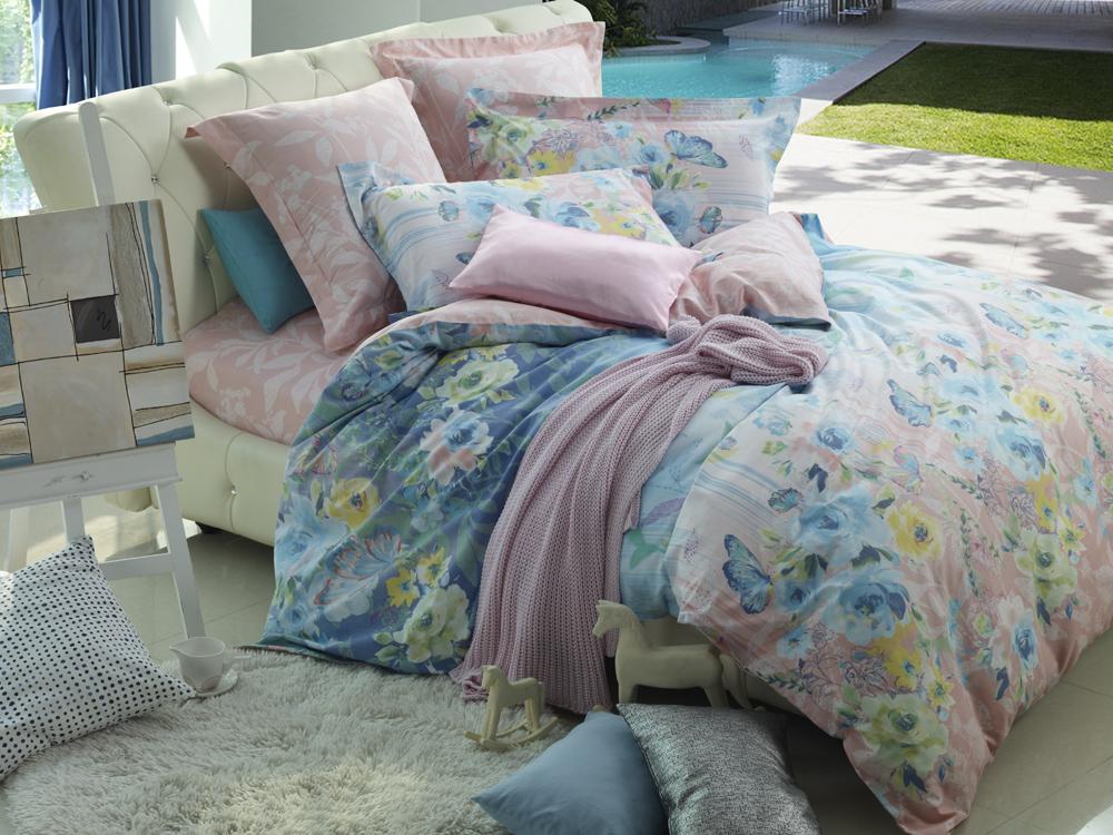 Комплект белья La Noche Del Amor, 1,5-спальный, наволочки 70х70, цвет: светло-розовый, белый, голубой. А-588-143-150-70K100Великолепный комплект постельного белья La Noche Del Amor выполнен из сатина, натурального 100% хлопка. Постельное белье из сатина очень прочное и долговечное. Такой комплект выдержит многократное количество стирок, а яркие цвета не начнут тускнеть очень продолжительное время. Сатин практически не мнется, не электризуется, великолепно впитывает влагу и отлично вентилируется. Комплект состоит из пододеяльника, простыни и двух наволочек. Изделия оформлены цветочным принтом. Благодаря такому комплекту постельного белья вы создадите неповторимую атмосферу в вашей спальне.