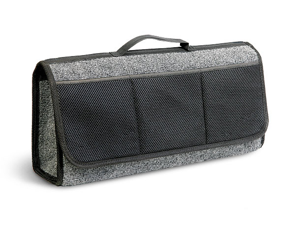 Сумка-органайзер в багажник Autoprofi Travel, ковролиновая, цвет: серый. ORG-20 GYVCA-00Сумка-органайзер в багажник Autoprofi Travel - это удобная и практичная вещь для перевозки и хранения в багажнике автомобиля инструментов, автохимии, аксессуаров и прочих предметов. Аксессуар изготовлен из износостойкого ковролина, гармонично сочетающегося с оформлением интерьера автомобиля. Органайзер позволяет рационально использовать место в багажном отделении, сохраняя его в чистоте и порядке. С передней стороны содержится 3 кармана. Полосы-липучки, расположенные на тыльной стороне и днище органайзера, не дают ему скользить по поверхности и надежно фиксируют его в багажнике. Для удобства переноски органайзер оснащен ручкой.