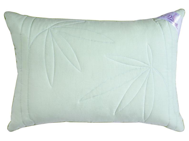 Подушка Bamboo, 50 х 72 см02-9497/CПодушка Bamboo в хлопковой ткани имеет два слоя: верхний -пласт с волокном бамбука, внутренний - Экофайбер (лебяжий пух). Чехол нежного зеленого цвета оформлен художественной стежкой bamboo. Волокно бамбука - это натуральное волокно, которое имеет прекрасные вентилирующие свойства, позволяя коже дышать свободно. Оно обладает дезодорирующими и антибактериальными свойствами: 70% бактерий, попадающих на него, уничтожаются естественным образом. Экофайбер (искусственный лебяжий/гусиный пух) - многократно скрученный полый полиэстер, который обладает гипоаллергенными свойствами, не впитывает запахи, сохраняет форму и объем долгое время. Это экологически чистый высокотехнологичный заменитель пуха, который не вызывает аллергии, что очень важно для здоровья современного человека. Во время сна повторяет форму вашей головы и шеи, что делает ваш сон комфортным.Постельные принадлежности с наполнителем из бамбукового волокна идеально подходят людям, страдающим аллергией и астмой. Характеристики: Материал чехла: 100% хлопок. Наполнитель: бамбук (волокна целлюлозы бамбука), полиэстер (экофайбер, лебяжий /гусиный пух). Размер подушки: 50 см х 72 см. Производитель: Россия. Степень поддержки: 2.ТМ Primavelle - качественный домашний текстиль для дома европейского уровня, завоевавший любовь и признательность покупателей. ТМ Primavelleрада предложить вам широкий ассортимент, в котором представлены: подушки, одеяла, пледы, полотенца, покрывала, комплекты постельного белья.ТМ Primavelle- искусство создавать уют. Уют для дома. Уют для души.