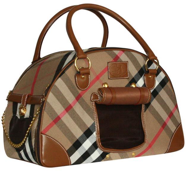 Сумка-переноска LORRETTE0120710Сумка-переноска из моднй клечатой ткани. Детали сумки - из коричневого кожезаменителя. Два окошка с сеткой, дополнительный карман на молнии. Внутри сумки вшит поводок для крепления ошейника.