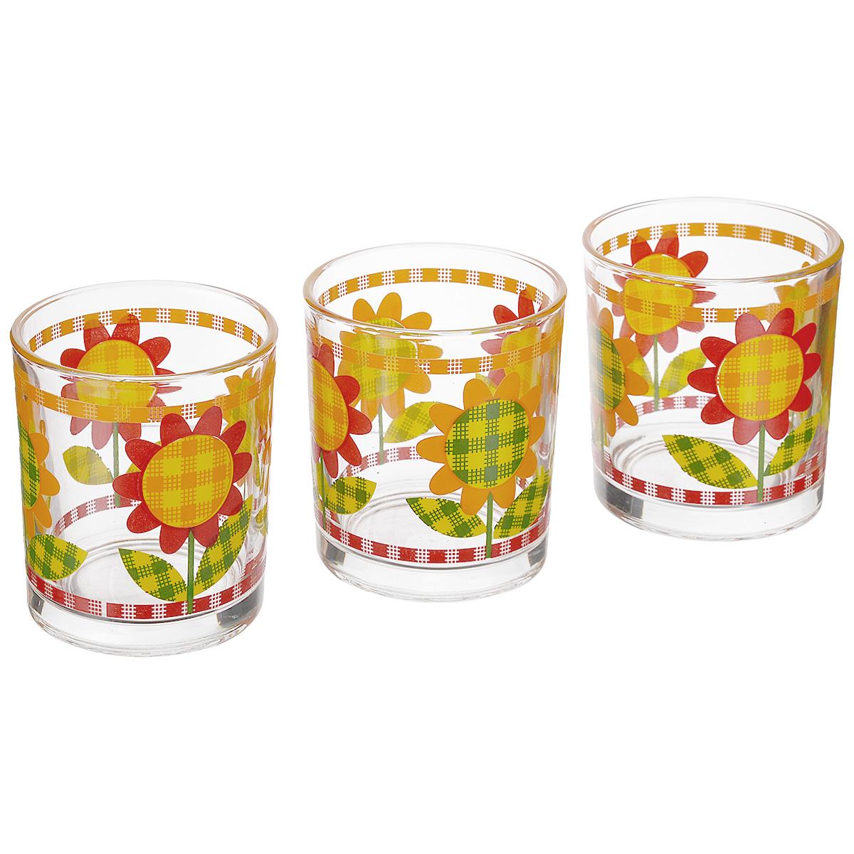 Набор стаканов Cerve Цинция, 220 мл, 3 штVT-1520(SR)Набор Cerve Цинция состоит из 3 стаканов, изготовленных из высококачественного стекла. Изделия оформлены изображениями цветов. Такой набор идеально подойдет для сервировки стола и станет отличным подарком к любому празднику. Разрешается мыть в посудомоечной машине. Диаметр стакана (по верхнему краю): 6 см. Высота стакана: 8 см.