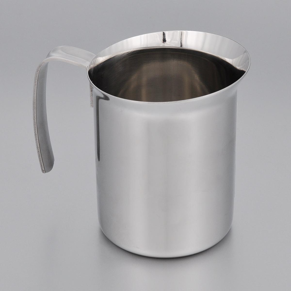 Кружка для взбивания молока Bialetti Elegance, 500 мл40970Кружка для взбивания молока Bialetti Elegance изготовлена из высококачественной нержавеющей стали. Изделие оснащено ручкой и специальным носиком для удобного выливания жидкости. Зеркальная полировка придает посуде эстетичный вид.Можно использовать на газовых, электрических и стеклокерамических плитах.Объем: 500 мл. Диаметр по верхнему краю: 9 см.Диаметр дна: 8 см. Высота стенки: 10 см.