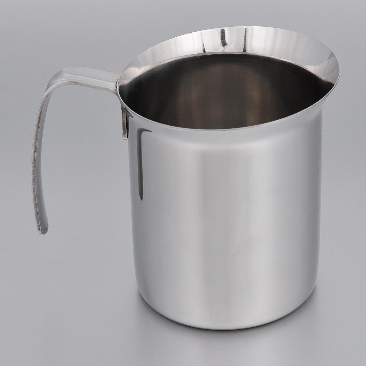 Кружка для взбивания молока Bialetti Elegance, 750 мл40970Кружка для взбивания молока Bialetti Elegance изготовлена из высококачественной нержавеющей стали. Изделие оснащено ручкой и специальным носиком для удобного выливания жидкости. Зеркальная полировка придает посуде эстетичный вид.Можно использовать на газовых, электрических и стеклокерамических плитах.Объем: 750 мл. Диаметр по верхнему краю: 11 см.Диаметр дна: 9 см. Высота стенки: 11,3 см.