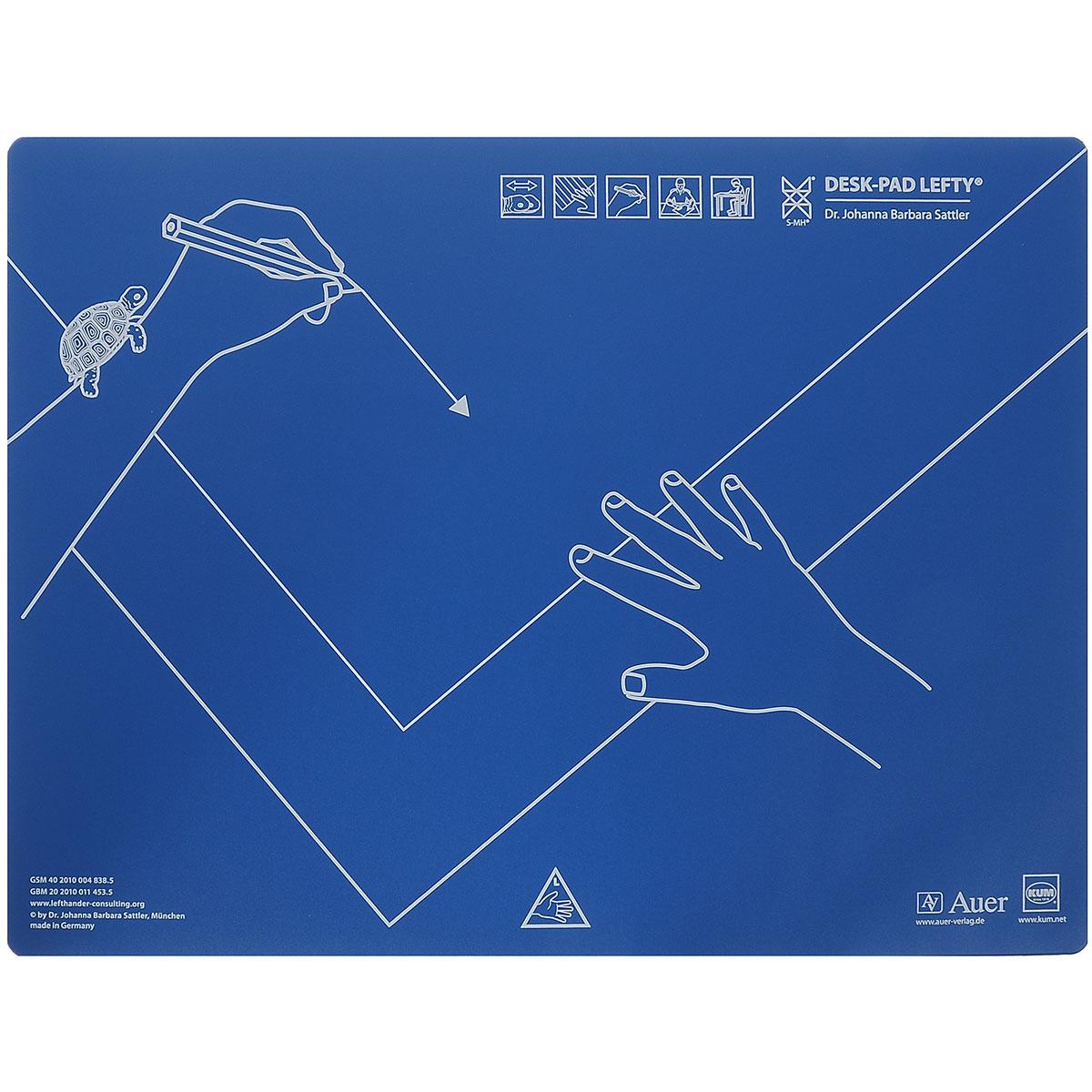 """Настольная подкладка """"Kum"""", выполненная из пластика, предназначена для обучения правильному расположению рук и тетради на столе. Подкладка разработана специально для левшей. Благодаря специальным знакам, нанесенным на подложку, ребенок быстро научится правильно и удобно держать руки при письме. Легко разместить на любом столе."""