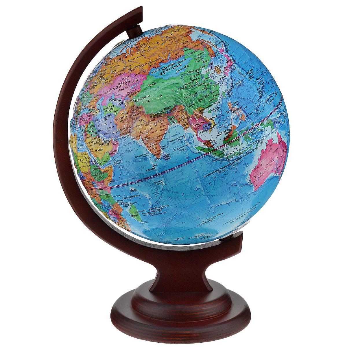 Глобусный мир Глобус с политической картой, рельефный, диаметр 21 см, на деревянной подставкеFS-00897Глобус рельефный с политической картой мира выполнен в высоком качестве, с четким и ярким изображением. Он даст представление о политическом устройстве мира. На нем отображены линии картографической сетки, показаны границы государств и демаркационные линии, столицы и крупные населенные пункты, линия перемены дат. Глобус легко вращается вокруг своей оси. Глобус является уменьшенной и практически не искаженной моделью Земли и предназначен для использования в качестве наглядного картографического пособия, а также для украшения интерьера квартир, кабинетов и офисов. Красочность, повышенная наглядность визуального восприятия взаимосвязей, отображенных на глобусе объектов и явлений, в сочетании с простотой выполнения по нему различных измерений делают глобус доступным широкому кругу потребителей для получения разнообразной познавательной, научной и справочной информации о Земле. Глобус на оригинальной деревянной подставке.Масштаб: 1:60000000.
