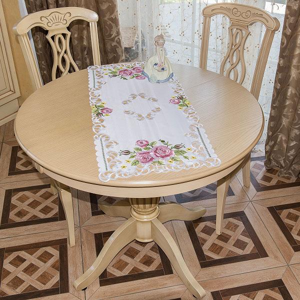 Дорожка для декорирования стола Schaefer, 40 х 90 см. 07562-2001004900000360Дорожка для декорирования стола Schaefer может быть использована, как основной элемент, так и дополнение для создания уюта и романтического настроения.Дорожка выполнена из полиэстера. Изделие легко стирать: оно не мнется, не садится и быстро сохнет, более долговечно, чем изделие из натуральных волокон.Материал: 100% полиэстер.Размер: 40 х 100 см.