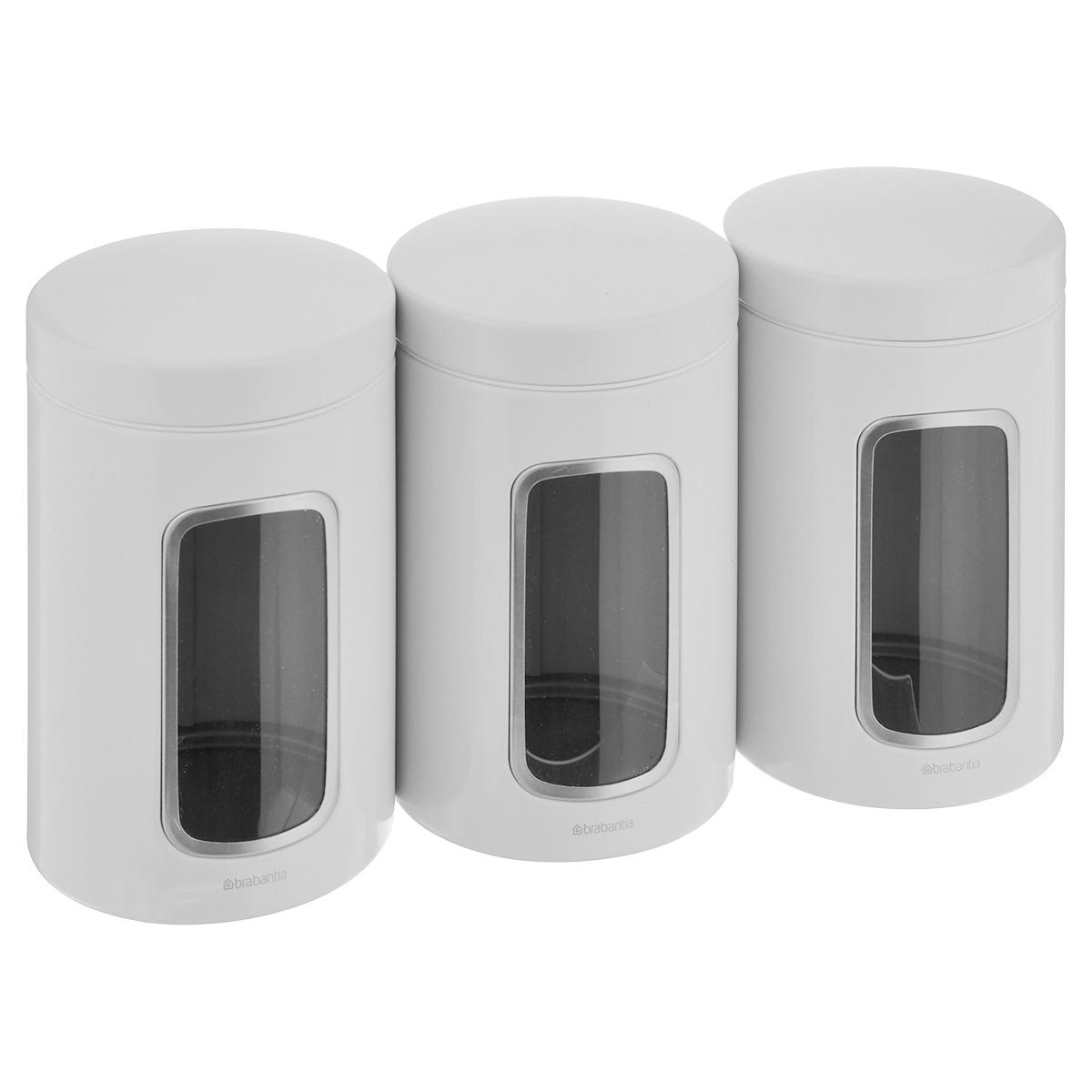 Набор контейнеров для сыпучих продуктов Brabantia, цвет: белый, 1,4 л, 3 шт. 151224FD 992Набор Brabantia состоит из трех контейнеров, выполненных из антикоррозийной стали с цветным защитным покрытием. Контейнеры предназначены для хранения кофе, чая, сахара, круп и других сыпучих продуктов. Изделия оснащены удобными плотно закрывающимися крышками, которые не пропускают запахи и позволяют дольше сохранять аромат продуктов. Контейнеры имеют прозрачные окошки. Благодаря антистатической поверхности содержимое контейнера не прилипает к пластиковому окошку, поэтому вы всегда можете видеть, что и в каком количестве содержится в банке. Стильный набор современного дизайна не только послужит функционально, но и красиво оформит интерьер вашей кухни.Размер банки (с учетом крышки): 11 см х 11 см х 17 см.