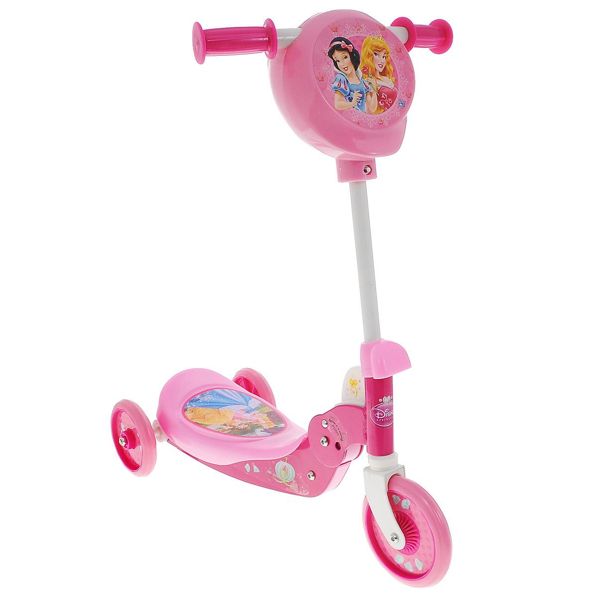 Mondo Трехколесный самокат Принцессы Дисней, цвет: розовый338578Детский трехколесный самокат Принцессы Дисней с изображением героев любимых мультфильмов обязательно понравится вашему ребенку.Дека и руль самоката выполнены из прочного и легкого металла, руль регулируется по высоте. Площадка для ног снабжена противоскользящим покрытием, на котором ребенку будет удобно стоять. Ручки оснащены пластиковыми рельефными накладками, которые обеспечивают удобство при использовании. Полиуретановые колеса имеют хорошее сцепление с поверхностью и обеспечивают комфортное движение без тряски. Складная конструкция самоката облегчает транспортировку и хранение самоката. Площадка для ног у самоката поднимается при нажатии на желтую большую кнопку и открывает пространство, куда можно положить любимую игрушку, или бутылочку с водой. На руле также имеется пластиковый карман для необходимых мелочей. Самокат - это очень удобное средство передвижения. На нем можно не только кататься во дворе, но и отправиться на прогулку, объезжая прохожих и препятствия. Трехколесный самокат Принцессы Дисней от Mondo не имеет аналогов. Он складывается таким образом, что его невероятно просто перевозить в транспорте или переносить по лестнице.