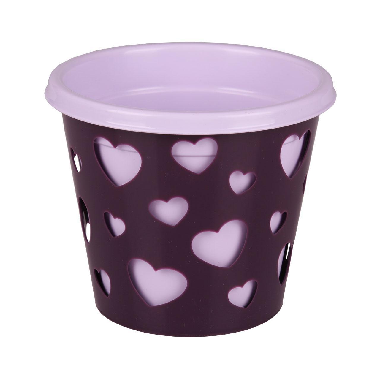 Горшок-кашпо Альтернатива Валентинка, со вставкой, цвет: светло-сиреневый, фиолетовый, 2 л77489Горшок-кашпо Альтернатива Валентинка выполнен из высококачественного пластика. Стенки изделия декорированы перфорацией в виде сердец разного размера. В комплекте пластиковая вставка, которая вставляется в горшок-кашпо. Такой горшок-кашпо прекрасно подойдет для выращивания растений и цветов в домашних условиях. Лаконичный дизайн впишется в интерьер любого помещения. Размер горшка: 17 см х 17 см х 16,5 см. Размер вставки: 18 см х 18 см х 16 см.Объем: 2 л.