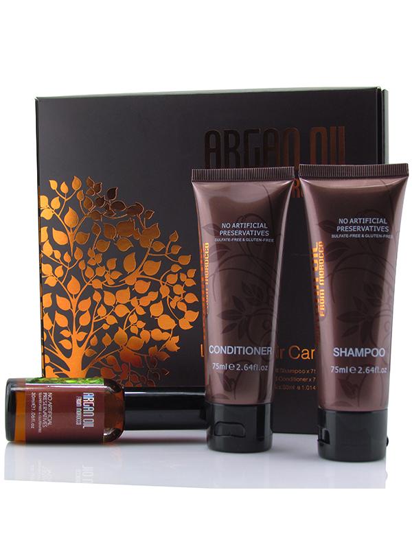 Morocco Argan Oil Дорожный набор для волос (шампунь 75мл, кондиционер 75мл, масло арганы 30мл)FS-00897Набор косметики на основе драгоценного масла арганы и растительных экстрактов в удобной упаковке для волос всех типов. Средства великолепно увлажняют волосы, восстанавливают их структуру, защищают от внешних факторов. Мини-версии профессиональной косметики на основе масла арганы и природных ингредиентов обеспечат нежный полноценный уход, вернут волосам свежесть и сияние блеска, а Ваш чемодан не будет переполнен большими упаковками.В дорожный набор Morocco Argan Oil входит:Увлажняющий шампунь с маслом арганы Morocco Argan Oil (75 мл), который деликатно устраняет загрязнения, восстанавливает оптимальный баланс влаги, делает волосы блестящими, послушными и гладкими. Шампунь с маслом арганы может использовать в ежедневном уходе за волосами любого типа, делая волосы сильными и густыми!Увлажняющий кондиционер с маслом арганы Morocco Argan Oil (75 мл) делает волосы максимально гладкими и послушными, предотвращает их спутывание, помогает восстановить структуру. Кондиционер на основе драгоценного масла арганы идеально подходит для всех типов волос, даже для окрашенных, ломких и тонких волос.Масло арганы для волос Morocco Argan Oil (30 мл) считается отличным средством природного происхождения для укрепления и роста волос, которое насыщает волосы жизненной энергией, возвращает им блеск и пышность. Быстро впитывается в волосы, не оставляя жирности и не утяжеляя волосы. Использование масла оздоравливает волосы, защищает их от повреждающих факторов, придает мягкость и шелковистость.Способ применения: Вымыть волосы шампунем с маслом арганы Morocco Argan Oil, нанеся небольшое количество средства на влажные волосы, вспенить, после чего тщательно смыть водой. В увлажняющий кондиционер добавить 3-5 капель масла арганы, распределить кондиционер по подсушенным волосам. Выдержать 5-10 минут, смыть водой. Если Вы делаете укладку, то нанесите несколько капель масла арганы на волосы, чтобы 