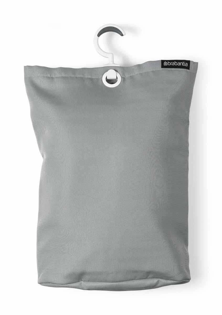 Сумка для белья Brabantia, подвесная, цвет: серый391602Прочная текстильная сумка для белья Brabantia - это отличное приобретение для вашего дома. Порой грязное белье можно найти в самых неожиданных местах. Чтобы этого избежать, просто положите его в сумку и повесьте в каждой комнате - получаем идеальный порядок! Если вы собрались стирать, просто выгрузите белье в стиральную машину, перевернув за специальную петельку, расположенную на дне сумки. Сумка существенно экономит место, ее можно подвесить на ручку двери, бельевую веревку, в шкаф. Изделие имеет большой вращающийся крючок с нескользящей поверхностью, выполненный из пластика. Сумка вместительна - объем до 35 литров.