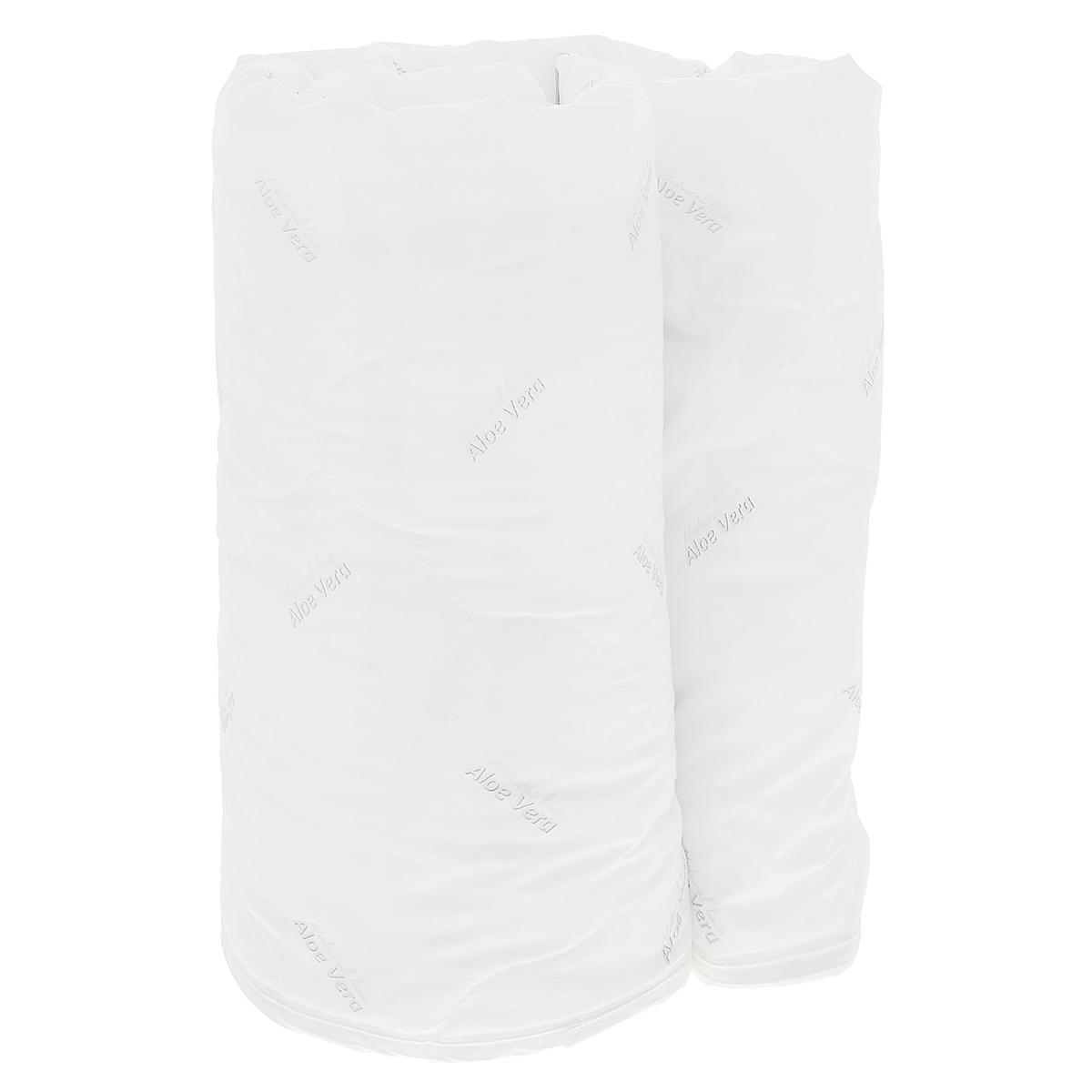 Одеяло Verossa AloeVera, наполнитель: полиэстеровое волокно, 140 см х 205 см531-103Легкое одеяло Verossa AloeVera подарит комфортный сон вам и вашей семье.Чехол изготовлен из смесовой ткани с обработкой Aloe Vera, наполнитель - 100% полиэстеровое волокно. Aloe Vera - специальный биологический компонент, стимулирующий защитные силы организма. Алоэ вера обладает общеукрепляющим действием, содержит полезные для красоты и здоровья витамины и минералы. К тому же это прекрасный антиоксидант, способствует обновлению клеток, увлажняет и питает кожу во время сна. Компонент алое вера не пахнет, устойчив к стиркам и не оказывает вредного влияния на человека. Такое одеяло подойдет тем, кто заботится о красоте даже во время сна.Материал чехла: смесовая ткань с обработкой Aloe Vera. Наполнитель: 100% полиэстеровое волокно. Плотность наполнителя: 150 г/м2.