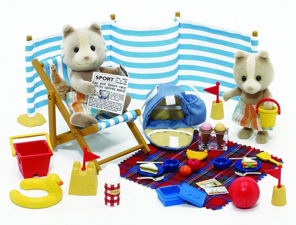"""Игровой набор """"День на море"""" привлечет внимание вашего ребенка и он сможет придумывать для жителей чудесной страны Sylvanian Families свои истории. В комплект входят фигурки папы-волка и сыночка-волчонка, стульчик, ширма, плед, игрушки для песочницы, журнал, посуда и муляжи продуктов. Компания была основана в 1985 году, в Японии. """"Sylvanian Families"""" очень популярен в Европе и Азии, и, за долгие годы существования, компания смогла добиться больших успехов. 3 года подряд в Англии бренд """"Sylvanian Families"""" был признан """"Игрушкой Года"""". Сегодня у героев """"Sylvanian Families"""" есть собственное шоу, полнометражный мультфильм и сеть ресторанов, работающая по всей Японии. """"Sylvanian Families"""" - это целый мир маленьких жителей, объединенных общей легендой. Жители страны """"Sylvanian Families"""" - это кролики, белки, медведи, лисы и многие другие. У каждого из них есть дом, в котором есть все необходимое для счастливой жизни. В городе, где живут герои, есть школа,..."""