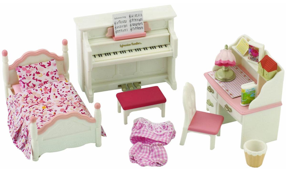 """Игровой набор """"Детская комната"""" бело-розового цвета привлечет внимание вашего ребенка и станет отличным подарком для поклонников жителей чудесной страны Sylvanian Families. В комплект входит кровать с постельными принадлежностями, пижама, пианино, пуф, письменный стол, стул, корзина, настольная лампа и аксессуары. Фигурки в комплект не входят! Компания была основана в 1985 году, в Японии. """"Sylvanian Families"""" очень популярен в Европе и Азии, и, за долгие годы существования, компания смогла добиться больших успехов. 3 года подряд в Англии бренд """"Sylvanian Families"""" был признан """"Игрушкой Года"""". Сегодня у героев """"Sylvanian Families"""" есть собственное шоу, полнометражный мультфильм и сеть ресторанов, работающая по всей Японии. """"Sylvanian Families"""" - это целый мир маленьких жителей, объединенных общей легендой. Жители страны """"Sylvanian Families"""" - это кролики, белки, медведи, лисы и многие другие. У каждого из них есть дом, в котором есть все необходимое для..."""