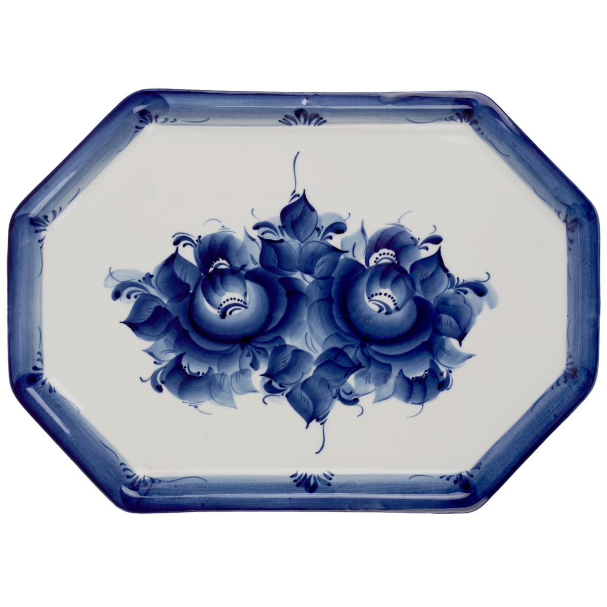 Поднос Питерский, цвет: белый, синий, 32 х 23 см115510Поднос Питерский изготовлен из высококачественного фарфора и оформлен росписью в технике гжель. Может использоваться как для сервировки, так и для декора кухни. Поднос прекрасно дополнит интерьер и добавит в обычную обстановку нотки элегантности и изящества.