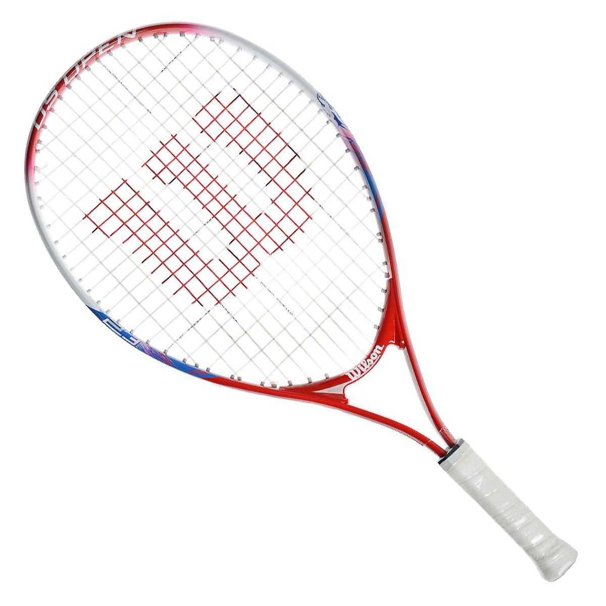 Ракетка детская Wilson US Open 2352466Детская теннисная ракетка Wilson US Open 23 отлично подойдет для начинающих спортсменов возрастом 7-8 лет. Титановый сплав обеспечивает изделию дополнительную прочность. Ракетка имеет небольшой вес для более удобного замаха.
