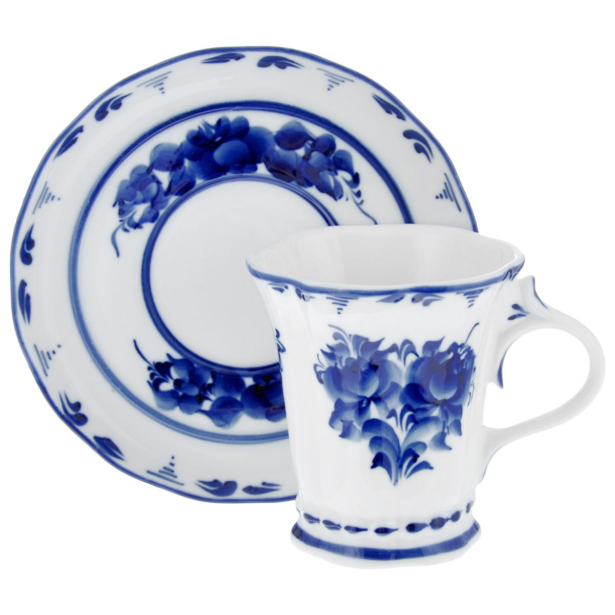 Чайная пара Катерина, цвет: белый, синий, 2 предмета. 99301011154 009312Чайная пара Катерина состоит из чашки и блюдца, изготовленных из фарфора белого цвета, и расписаны вручную. Яркий дизайн, несомненно, придется вам по вкусу.Чайная пара Катерина украсит ваш кухонный стол, а также станет замечательным подарком к любому празднику.Не применять абразивные чистящие средства. Не использовать в микроволновой печи. Мыть с применением нейтральных моющих средств. Не рекомендуется использовать в посудомоечных машинах.Объем чашки: 250 мл.Диаметр чашки по верхнему краю: 8,5 см.Диаметр основания: 6 см.Высота чашки: 9,5 см.Диаметр блюдца: 15,5 см.
