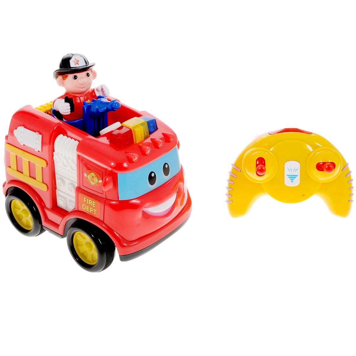 """Развивающая игрушка Kiddieland """"Пожарная машина"""" обязательно понравится малышу. Эта яркая забавная игрушка на пульте дистанционного управления привлечет внимание любого мальчишки, ведь она издает разные звуки и мигает огоньками, двигается вперед, назад, влево и вправо. На кабине машины есть несколько кнопок, нажимая которые можно услышать рев мотора и пожарную сирену. Игрушка развивает мелкую моторику, мышление, зрительное и звуковое восприятие, повышает двигательную активность малышей. Рекомендуемый возраст: от 18 месяцев. Питание: 4 батарейки типа АА, 3 батарейки типа ААА (входят в комплект)."""