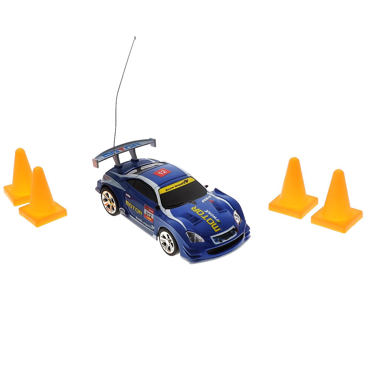 Машинка на радиоуправлении 1toy Ралли T53078 является копией настоящего автомобиля. Данная модель изготовлена из пластика с элементами металла. У машинки открываются двери и двигаются колеса. Машинка является отличным подарком для вашего ребенка. Во время игры с такой машинкой у ребенка развивается мелкая моторика рук, фантазия и воображение. Машинка осуществляет движение во всех направлениях, резиновые шины данной модели помогают ей преодолевать любые препятствия. Машинка радиоуправляемая 1 TOY «Ралли» Т53078 — это шикарная модель, которая является копией настоящего автомобиля. Она изготовлена из пластика с элементами металла. У машинки открываются двери, двигаются колеса. Машинка является отличным подарком для вашего ребенка. Во время игры с такой машинкой у ребенка развивается мелкая моторика рук, фантазия и воображение. Есть пульт для радиоуправления. Заряд происходит в течении 10 минут.