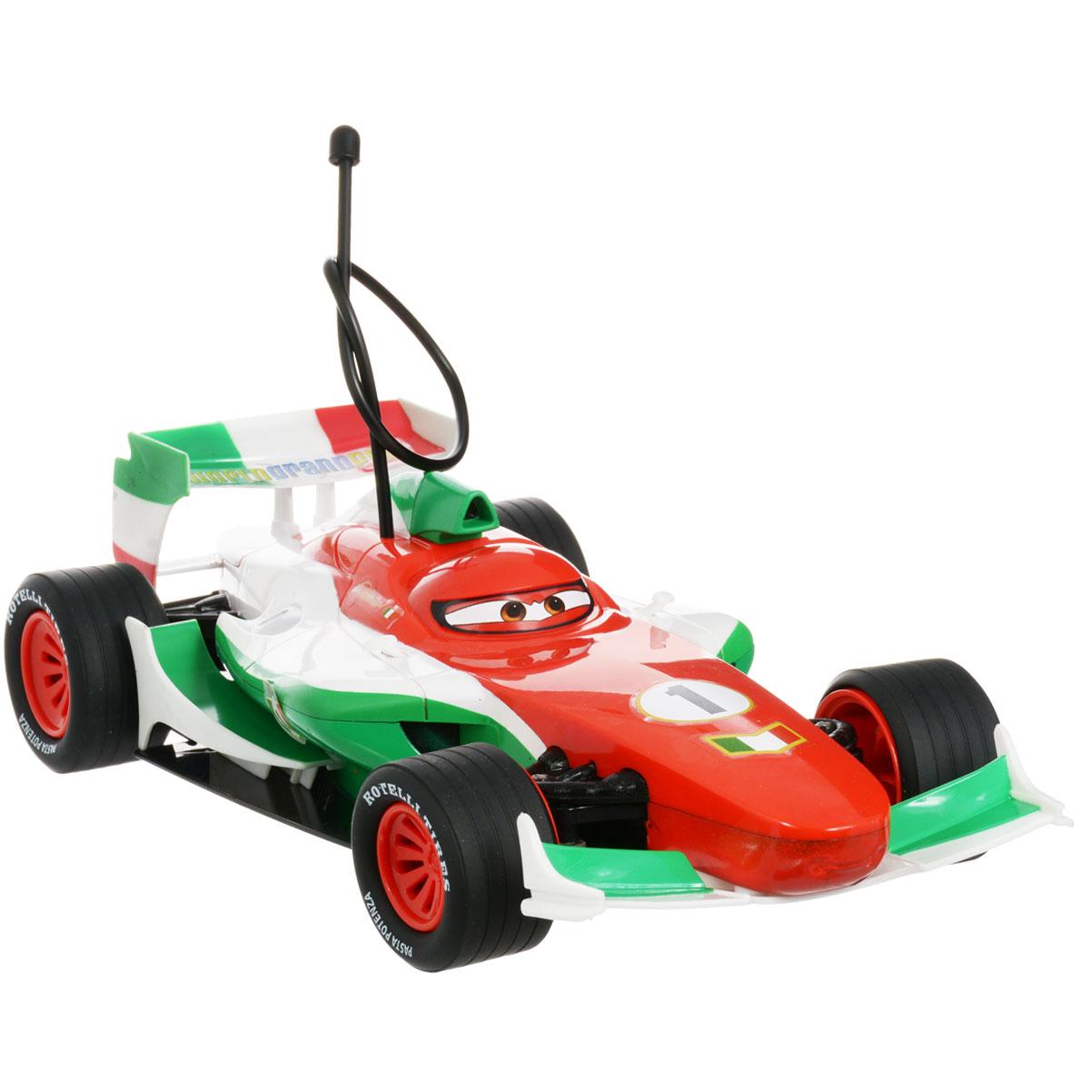 """Радиоуправляемая модель Cars """"Франческо"""" не оставит равнодушным вашего ребенка. Машинка выполнена в виде героя популярного мультфильма """"Тачки 2"""" (""""Cars 2"""") - итальянского гонщика Франческо Бернулли. Машинка изготовлена из прочного пластика, шины выполнены из мягкой резины. Модель при помощи пульта управления может двигаться вперед, назад, поворачивать влево и вправо, разворачиваться и останавливаться. Световые и звуковые эффекты сделают игру еще интереснее. Ваш ребенок часами будет играть с моделью, придумывая различные истории и устраивая соревнования. Порадуйте его таким замечательным подарком!"""
