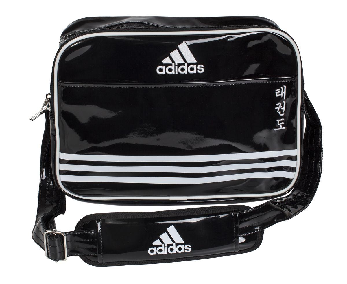Сумка спортивная Adidas Sports Carry Bag Taekwondo, цвет: черный, белый. Размер SBA7426Спортивная сумка Adidas Sports Carry Bag Taekwondo изготовлена из искусственной кожи. На передней стороне сумки вышиты иероглифы Taekwondo. Она предназначена для переноски и хранения спортивного инвентаря и других нужных для занятия спортом предметов. Сумка состоит из 1 большого отделения и 2 внешних карманов. Имеет удобный плечевой ремень.