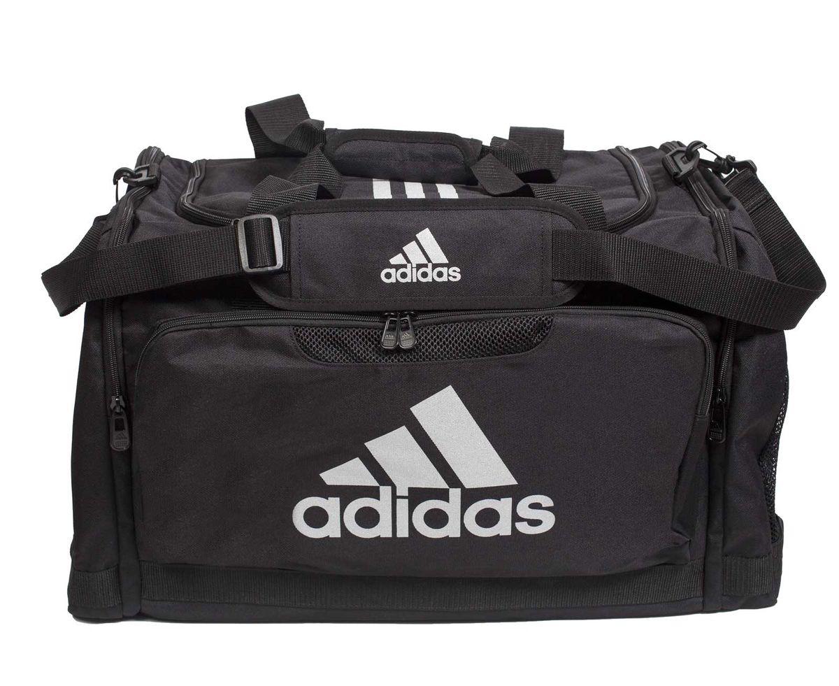 Сумка спортивная Adidas Nylon Team Bag Taekwondo, цвет: черный. Размер МУТ-000057662Спортивная сумка Adidas Nylon Team Bag Taekwondo изготовлена из полиэстера. Лицевая сторона сумки оформлена оригинальным принтом. Она предназначена для переноски и хранения спортивного инвентаря и других нужных для занятия спортом предметов. Сумка состоит из 1 большого отделения и 3 внешних карманов. Имеет удобный плечевой ремень.