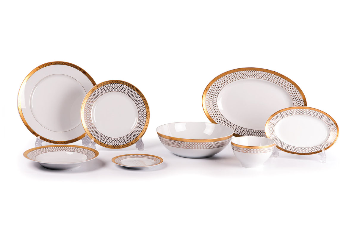 Сервиз столовый, 41пр, цвет: белый с золотом115510Глубокая тарелка 22 см 6 штук , тарелка 27 см 12 штук , десертная тарелка 21 см 6 штук , тарелка 16 см 6 штук, солонка, перечница, Блюдо овальное 24 см, Блюдо овальное 28 см , салатник 13 см 6 штук, салатник 25 см, соусник 230мл.Элегантная посуда класса люкс теперь на вашем столе каждый день. Сделанные из высококачественного материала с использованием новейших технологий, предметы сервировки Tunisie Porcelaine невероятно прочны и прекрасно подходят для повседневного использования. Материал: фарфор: цвет: белый с золотомСерия: TANIT