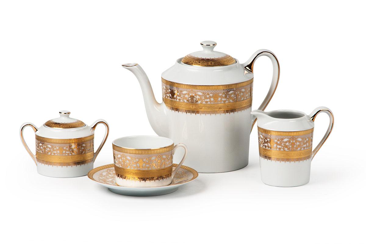 Mimosa 1645, Сервиз чайный 15 предметовVT-1520(SR)Чайник 1,2л, сахарница 250мл, молочник 220мл, чайная пара 220 мл *6 штук210мл. Фарфор фабрики Tunisie Porcelaine, производится в Тунисе из знаменитой своим качеством и белизной глины, добываемой во французской провинции Лимож.Преимущества этого фарфора заключаются в устойчивости к сколам и трещинам, что возможно благодаря двойному термическому обжигу. Европейский дизайн, декор и формы обеспечиваются за счет тесного сотрудничества фабрики с ведущими мировыми дизайн-бюро такими как: Nelly Reynal, Yves De la Rosiere, Sarah Anderson, Heracles. Материал: фарфор, цвет: белый с золотом