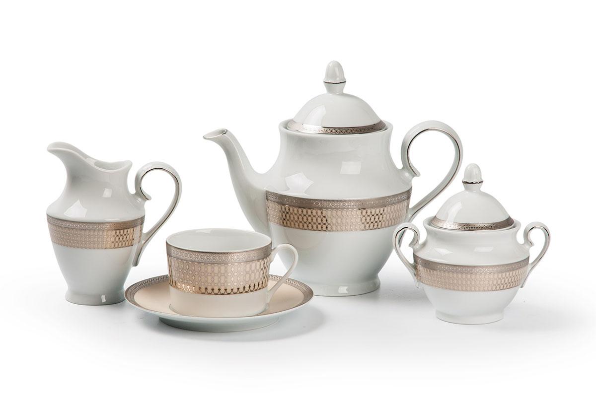 Tanite Victoir Platine 1489 сервиз чайный 15 пр, цвет: белый с платинойVT-1520(SR)Чайник 1 л, сахарница 280мл, молочник 290мл, чайная пара 220 мл *6 штук210мл. Фарфор фабрики Tunisie Porcelaine, производится в Тунисе из знаменитой своим качеством и белизной глины, добываемой во французской провинции Лимож.Преимущества этого фарфора заключаются в устойчивости к сколам и трещинам, что возможно благодаря двойному термическому обжигу. Европейский дизайн, декор и формы обеспечиваются за счет тесного сотрудничества фабрики с ведущими мировыми дизайн-бюро такими как: Nelly Reynal, Yves De la Rosiere, Sarah Anderson, Heracles. Материал: фарфор: цвет: белый с платинойСерия: TANITE
