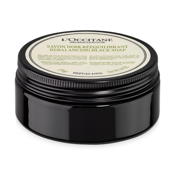 LOccitane Очищающее черное мыло для тела Аромакология 170 гC5231100Откройте для себя восстанавливающий ритуал по уходу за телом, который не только подарит потрясающий расслабляющий эффект, но и поможет снять стресс и мышечное напряжение. Черное пастообразное мыло очищает кожу, удаляя загрязнения. Выравнивает текстуру, питает кожу, делает ее мягкой и шелковистой.