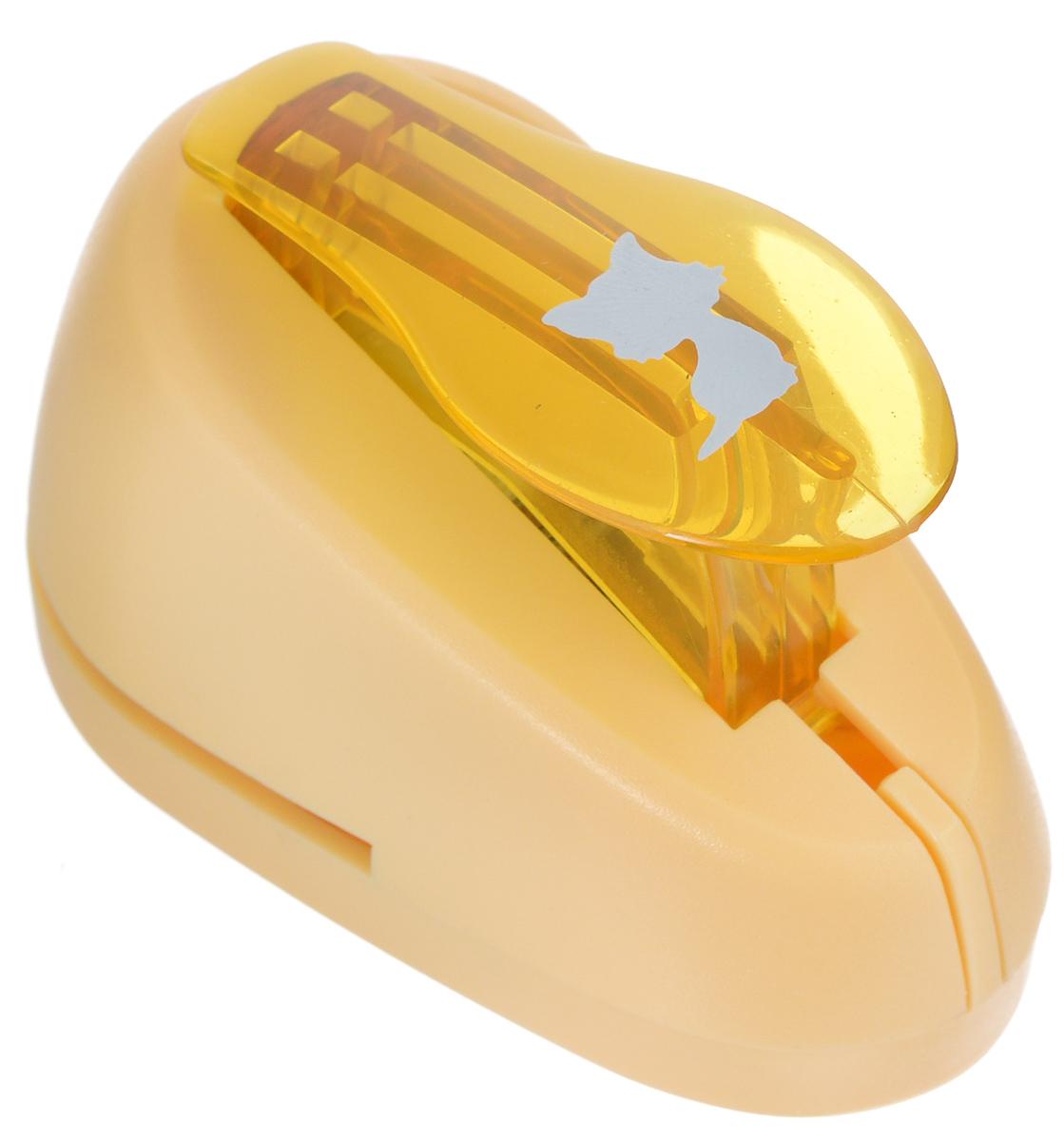 Дырокол фигурный Hobbyboom Котенок, №368, цвет: оранжевый, 1,8 см0102016Фигурный дырокол Hobbyboom Котенок, изготовленный из пластика и металла, используется в скрапбукинге для создания оригинальных открыток, а также оформления подарков, в бумажном творчестве. Рисунок прорези указан на ручке дырокола.Вырезанный элемент также можно использовать для украшения.Предназначен для бумаги определенной плотности - 80 - 200 г/м2. При применении на бумаге большей плотности или на картоне, дырокол быстро затупится.Размер дырокола: 6,8 см х 4 см х 4,5 см.Размер готовой фигурки: 1,5 см х 1,3 см.