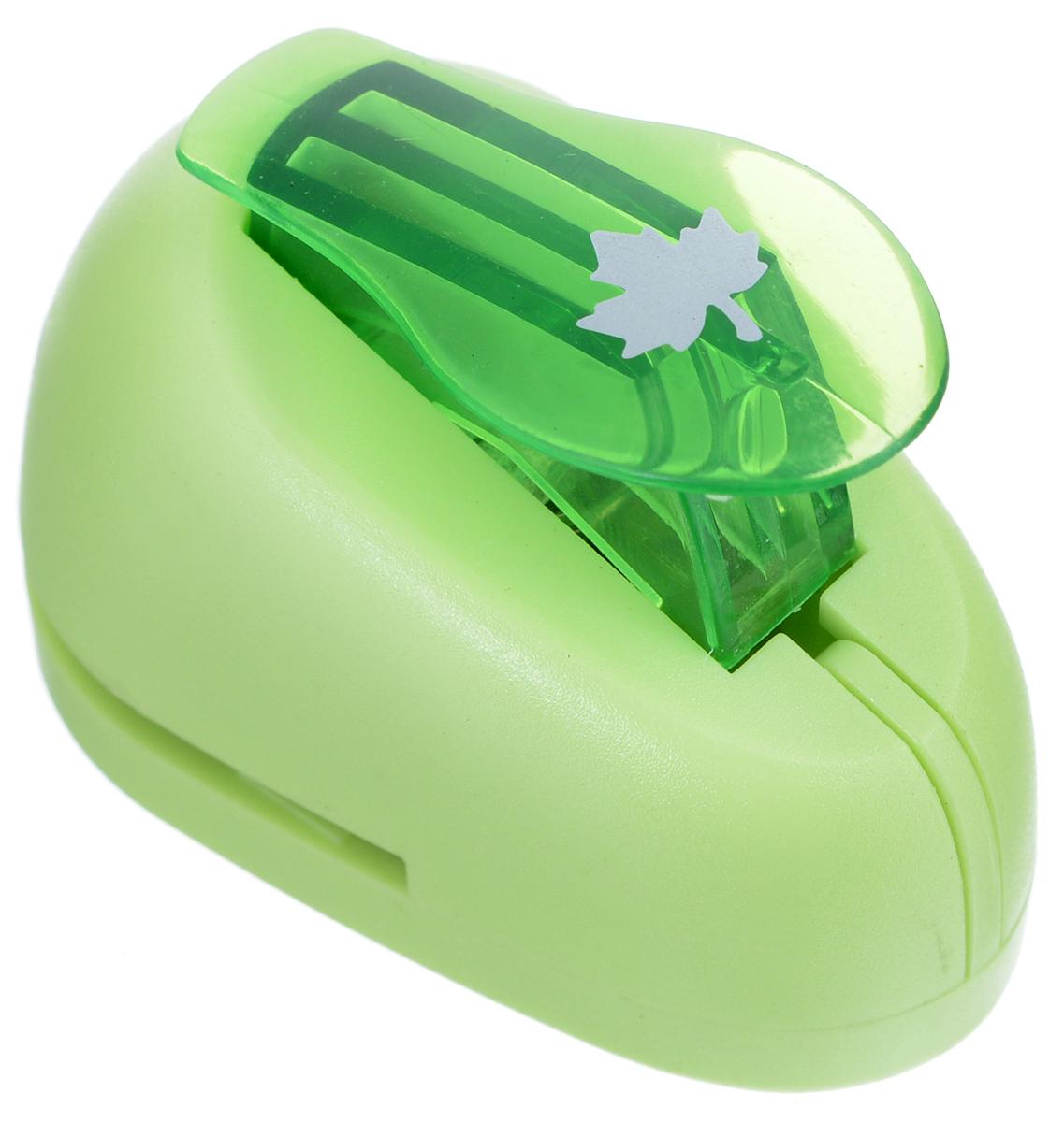 Дырокол фигурный Hobbyboom Кленовый лист, №66, цвет: зеленый, 1 смC13S041944Дырокол фигурный используется в скрапбукинге, для украшения открыток, карточек, коробочек и т.д. Рисунок прорези указан на ручке дырокола.Используется для прорезания фигурных отверстий в бумаге. Вырезанный элемент также можно использовать для украшения.Предназначен для бумаги определенной плотности - до 140 г/м2. При применении на бумаге большей плотности или на картоне, дырокол быстро затупится. Чтобы заточить нож компостера, нужно прокомпостировать самую тонкую наждачку. Чтобы смазать режущий механизм - парафинированнную бумагу.Размер готовой фигурки: 1 см.