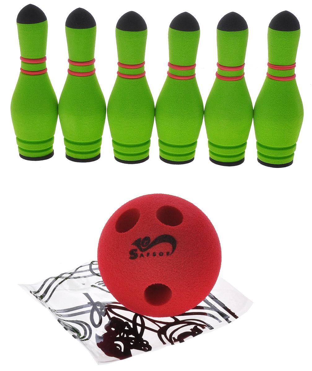 """Игровой набор Safsof """"Боулинг"""", изготовленный из вспененной резины, состоит из шести кеглей и шара. Он безопасен и мягок, это обеспечивает безопасность ребенку. Суть игры в боулинг - сбить шаром максимальное количество кеглей. Число игроков и количество туров - произвольное. Очки, набранные с каждым броском мяча, рассматриваются как количество сбитых кегель. Расстояние, с которого совершается бросок, определяется игроками. Каждый игрок имеет право на два броска в одной рамке (рамка - треугольник, на поле которого выстраиваются кегли перед каждым первым броском очередного игрока). Бросок, при котором все кегли сбиты, называется """"страйк"""" и обозначается как Х. Если все кегли сбиты первым броском, второй бросок не требуется: рамка считается закрытой. Призовые очки за страйк - это сумма кеглей, сбитых игроком следующими двумя бросками. Выигрывает тот игрок, который в сумме набирает больше очков."""
