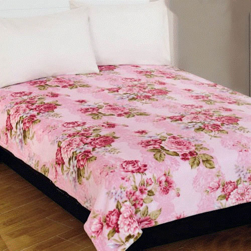 Плед Amore Mio Roses, цвет: розовый, зеленый, 180 х 230 см391602Мягкий, теплый и уютный плед Amore Mio Roses изготовлен из фланели (100% полиэстер). Благодаря своей структуре плед отлично удерживает тепло, не накапливает статическое электричество. Фланель - мягкий материал, гипоаллергенен и экологичен. Благодаря уникальной технологии окрашивания, плед прекрасно отстирывается, не линяет и не скатывается. Изделие легко стирается, быстро сохнет и практически не мнется.