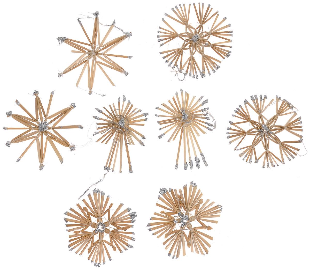 Набор новогодних подвесных украшений Феникс-презент Magic Time, цвет: серебряный, светло-коричневый, 8 шт1501-0192Набор Феникс-презент Magic Time, состоящий из 8 новогодних подвесных украшений, отлично подойдет для декорации вашего дома и новогодней ели. Изделиявыполнены из соломы в виде снежинок и звезд, оформленных блестками. Украшения имеют специальные петельки для подвешивания. Коллекция декоративных украшений Феникс-презент Magic Time принесет в ваш дом ни с чем не сравнимое ощущение праздника!Средний размер украшения: 8,5 см х 8,5 см.