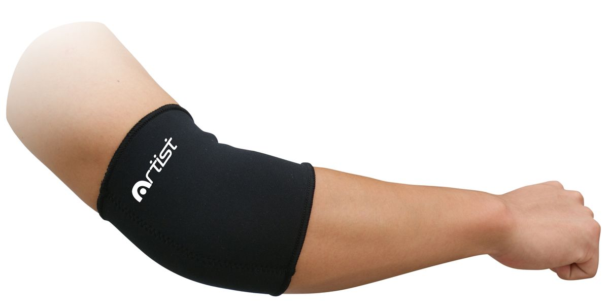 Суппорт локтевой Artist, цвет: черный, размер M (23-26 см)5151NS р-р MСуппорт локтевой Artist предназначен для защиты мышц от растяжений во время занятий спортом.Неопреновый суппорт локтя обеспечивает мягкую поддержку и сохраняет тепло. Также выполняет профилактику травм связок при занятиях спортом и выполнении работ, связанных с физической нагрузкой.Незаменимы суппорты в период восстановления после травм. Суппорты способствуют облегчению боли в мышцах и суставах, ограничивают излишнюю подвижность сустава при небольших повреждениях. Преимущества:Обеспечивает мягкую, но надежную поддержку и компрессию ослабленных мышц, не ограничивая при этом подвижность и не препятствуя нормальной циркуляции крови;Способствует уменьшению отеков, снятию усталости и напряженности мышц, помогает ослабить болевые ощущения;Для дополнительного удобства суппорт имеет анатомическую форму и плоские швы.Изготовлен из легкого, дышащего материала, что позволяет носить суппорт в течение длительного времени.Толщина ткани: 3 мм.