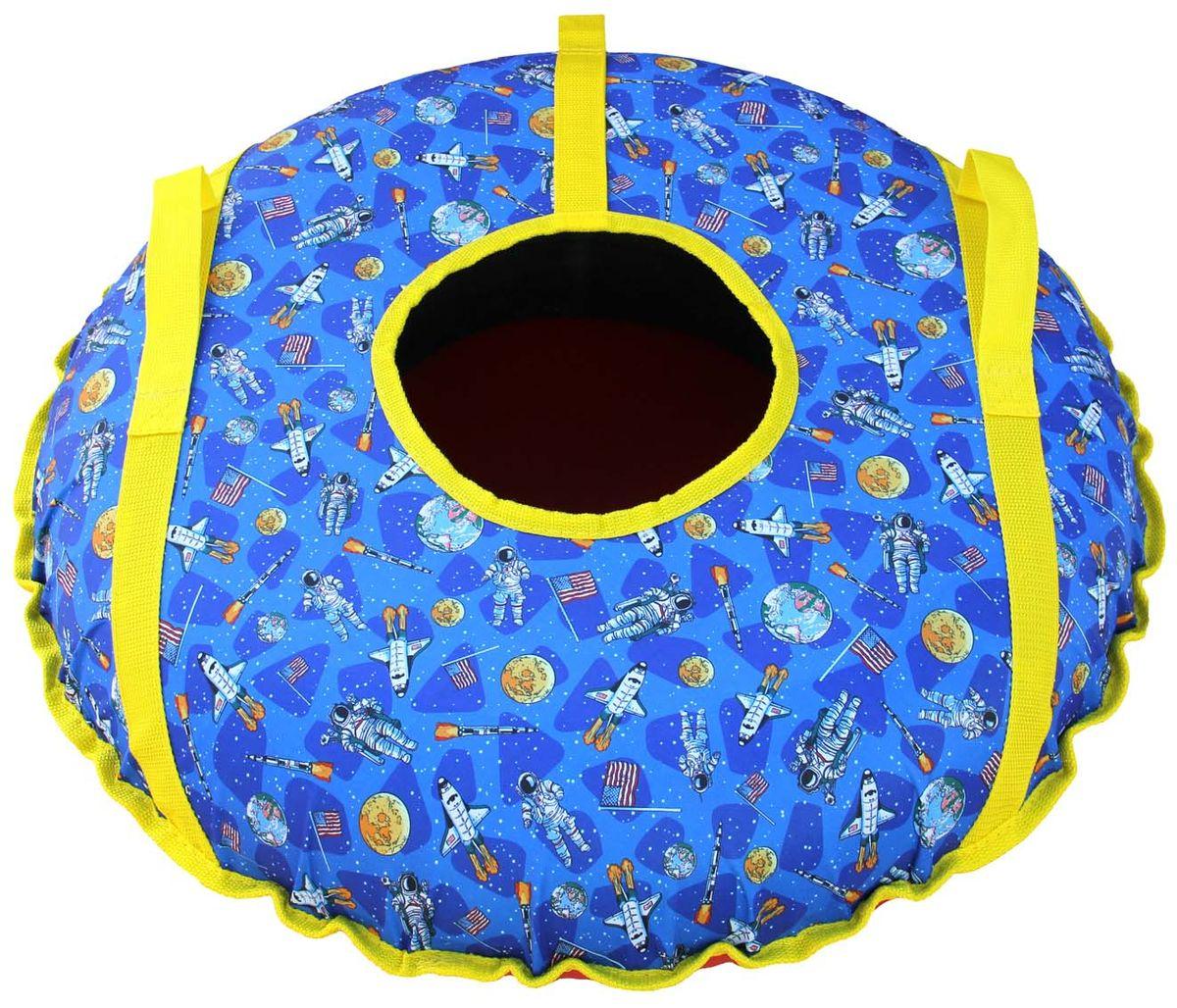 Тюбинг Super Jet Tubing Space, диаметр 62 смТ10462Тюбинг Super Jet Tubing Space предназначен для зимнего катания. Модель для детей от 3 до 6 лет, с ярким красочным дизайном и открытым центральным кругом. Катание детей должно осуществляться только под пристальным присмотром взрослых. Верхняя часть изготовлена из водонепроницаемого материала Oxford 240D с полиуретановой пропиткой, который имеет красочный рисунок. Нижняя часть изготавливается из прочного южнокорейского тентового ПВХ плотностью 650 г/м2. Этот материал, при достаточной плотности и стойкости к истиранию, обладает великолепными скользящими свойствами. Швы закрыты нейлоновой лентой для увеличения прочности на разрыв. По бокам на двух нейлоновых лентах шириной 3 см расположены мягкие нейлоновые ручки. Спереди имеется петля для крепления буксировочной ленты. Прилагается буксировочная нейлоновая лента шириной 3 см и длиной 1,2 метра из нейлона с двумя петлями по концам для крепления к тюбингу. В комплекте усиленная камера из эластичной резины размером 175/185-13. Упаковано в сдутом состоянии в запаянный полиэтиленовый пакет с ручками.Диаметр чехла тюбинга в сдутом состоянии: 75 см.Диаметр тюбинга в надутом состоянии: 62 см.Вес тюбинга с камерой: 1,7 кг. Рабочий диапазон температур: от -30°С до +40°С.Материал верхней части: водонепроницаемая ткань Oxford 240D PU. Материал нижней части: тентовый ПВХ плотностью 650 г/м2. Материал строп: нейлон. Материал камеры: резина.